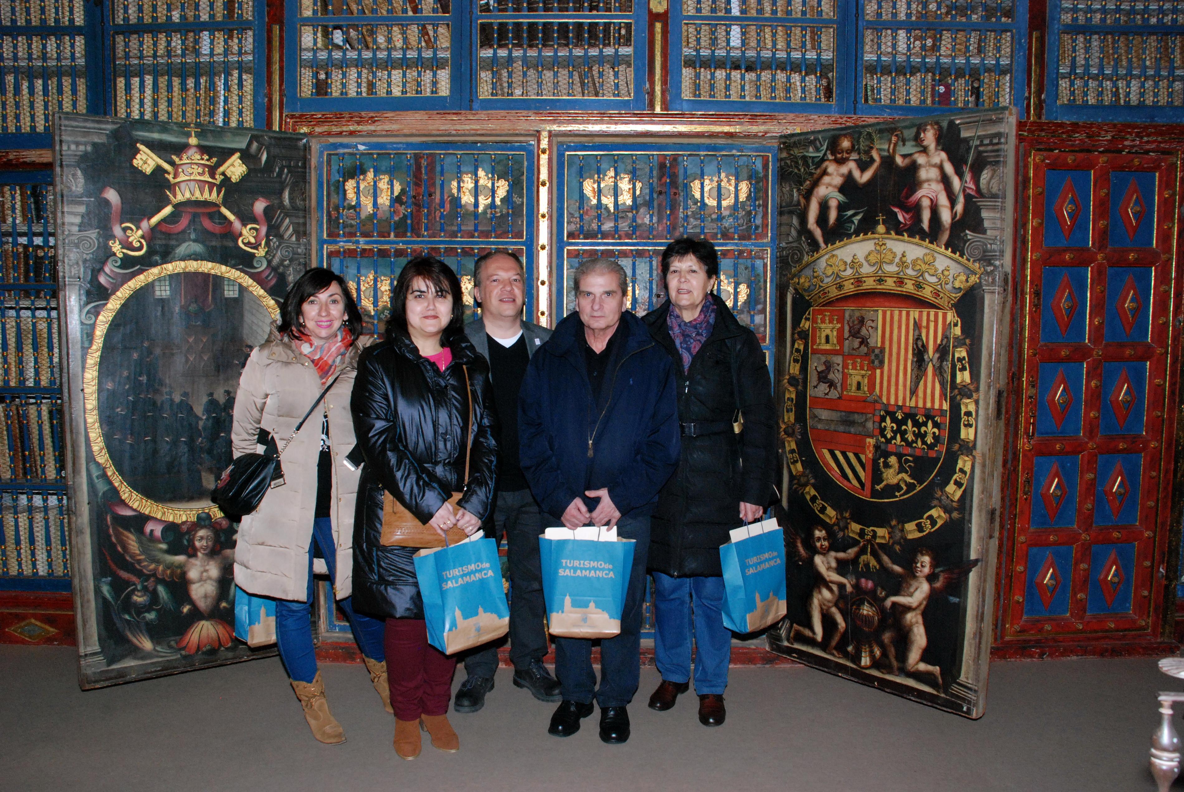 La Sala de Manuscritos de la Biblioteca Histórica abre sus puertas a los ganadores de 'Las Llaves de la Ciudad'