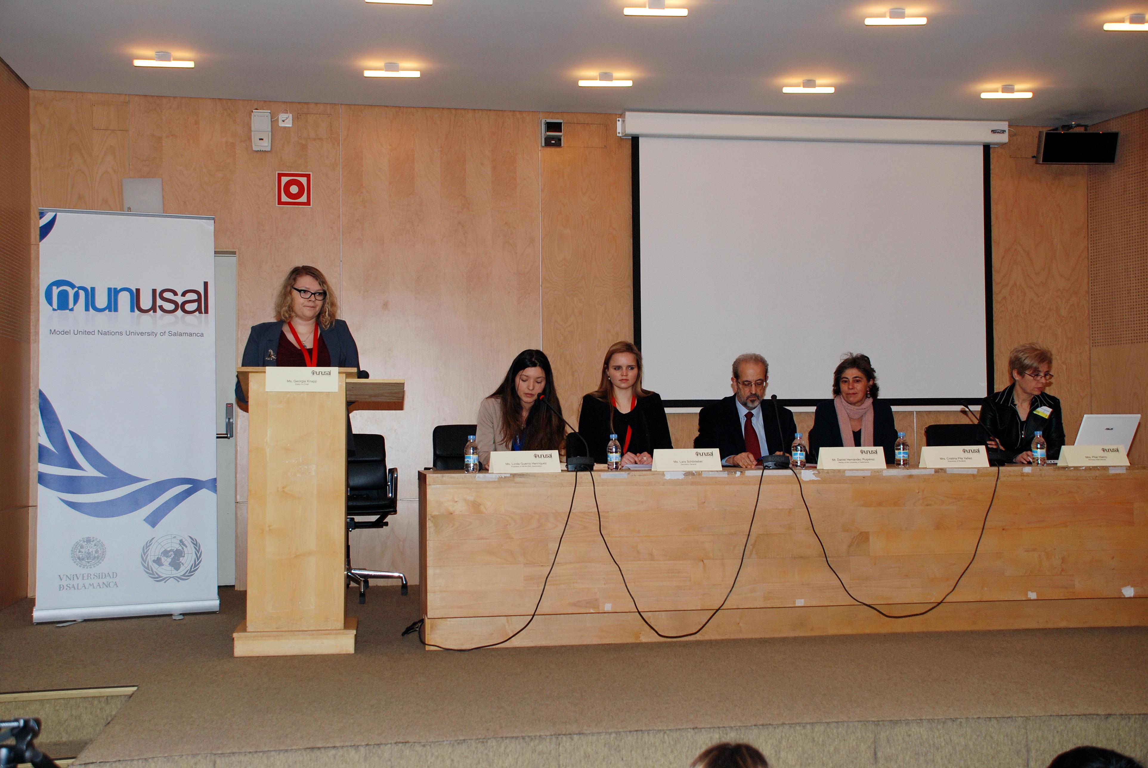 El rector Daniel Hernández Ruipérez preside el acto de inauguración de la VII Edición del Congreso Internacional MUNUSAL