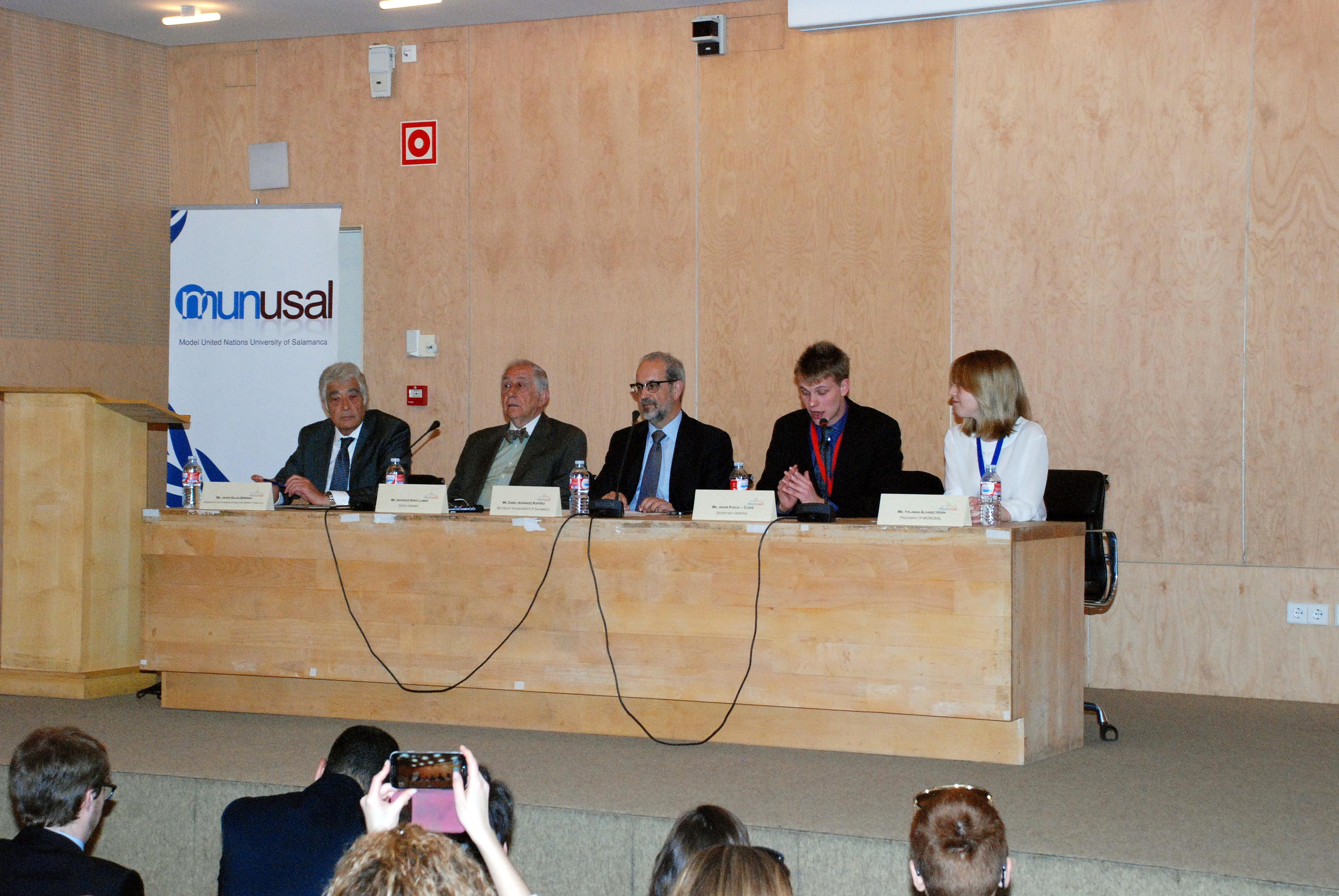 El diplomático Inocencio Arias pronuncia la conferencia inaugural de MUNUSAL 2015