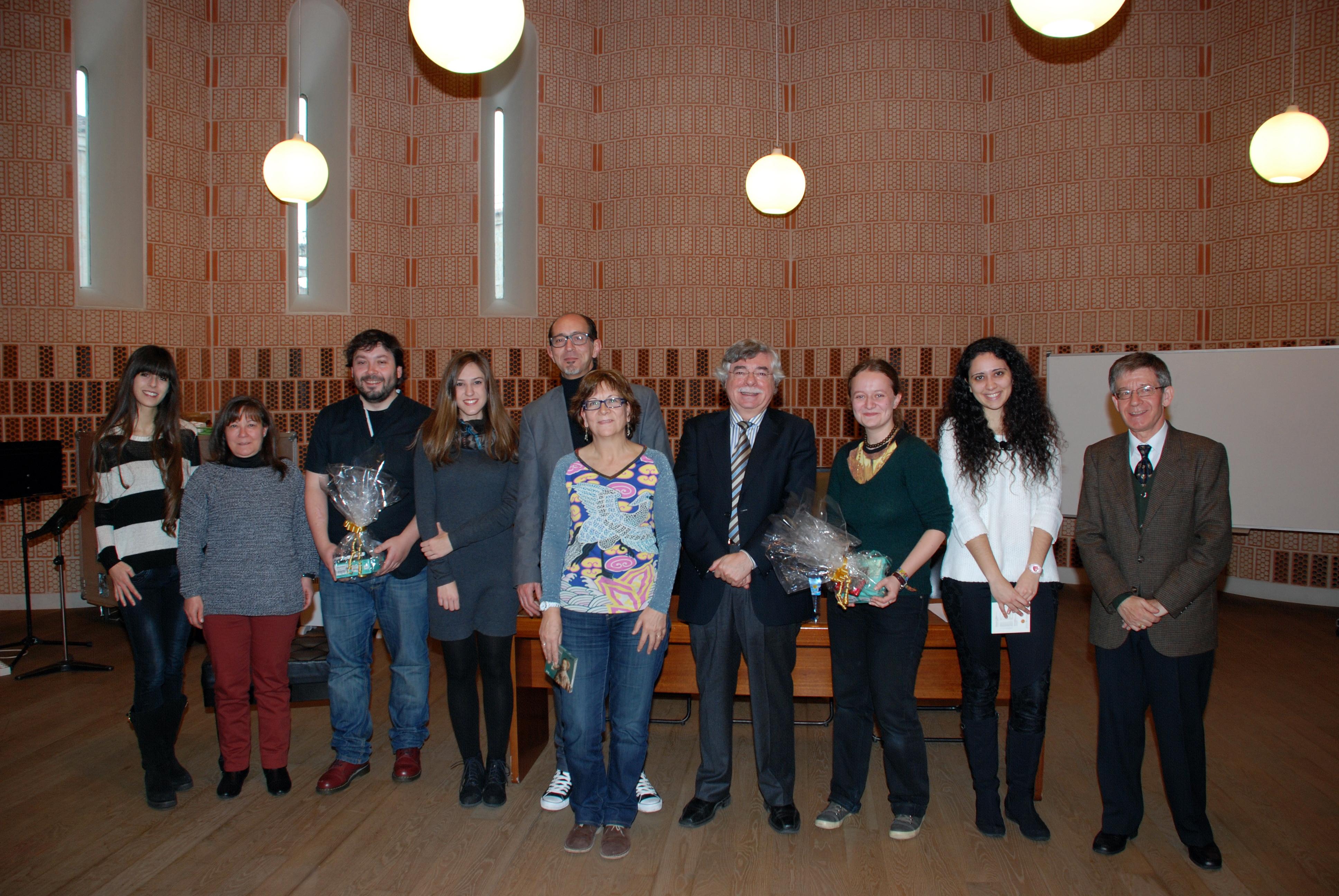 El director del Servicio de Actividades Culturales entrega los premios del VI Concurso de Microrrelatos 'Universos Mínimos'