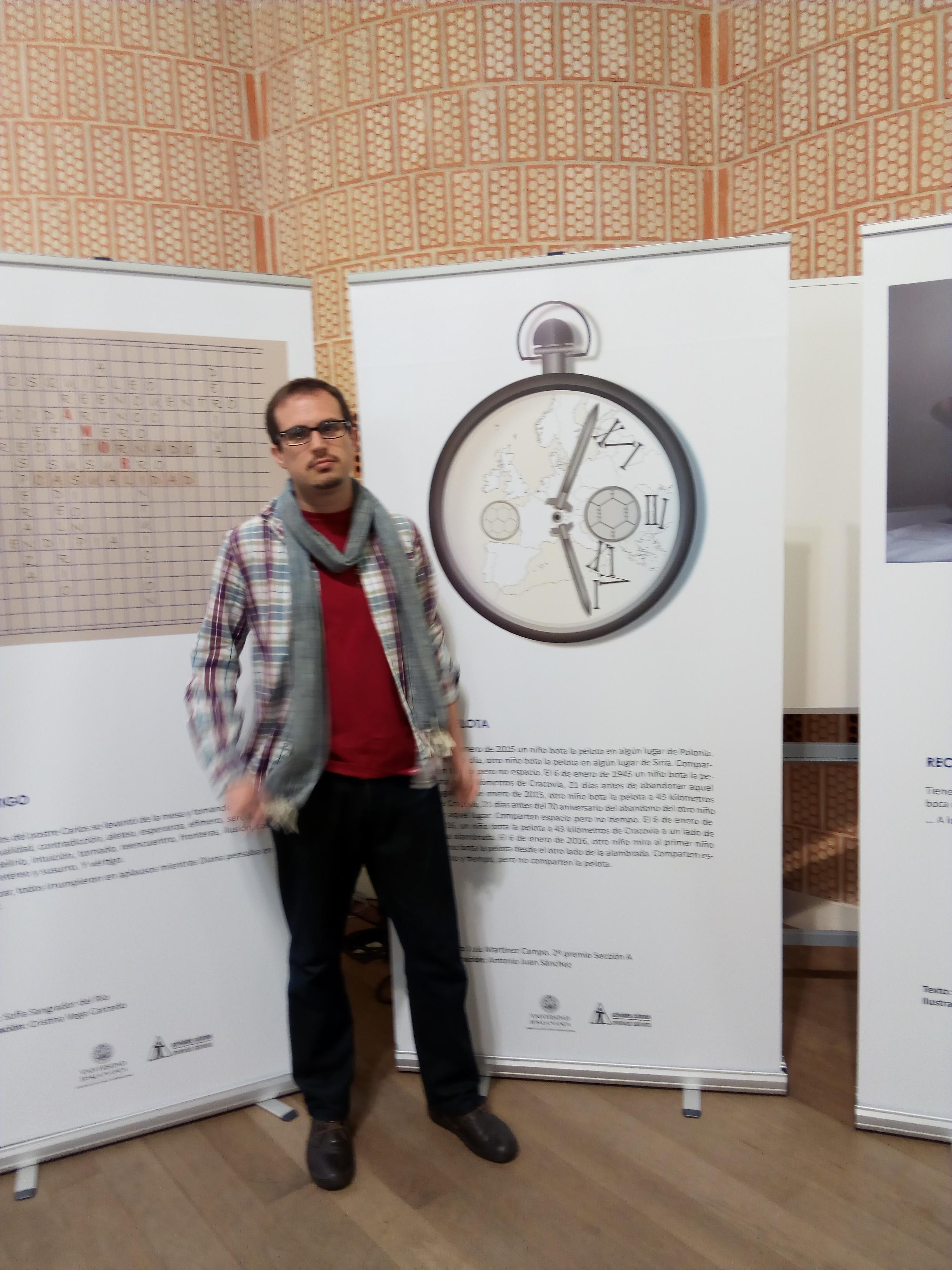 """Manuel Arturo Monteagudo, estudiante de Bellas Artes, ganador del VIII Concurso universitario de creación de microrrelatos """"Universos Mínimos"""", sección ilustración"""