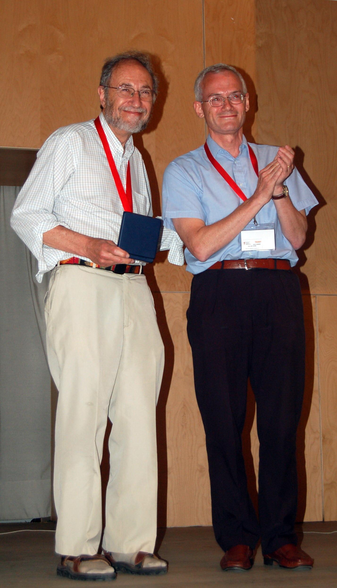 El XIX Congreso Internacional Poxvirus, Asfarvirus e Iridovirus distingue al investigador estadounidense Bernard Moss