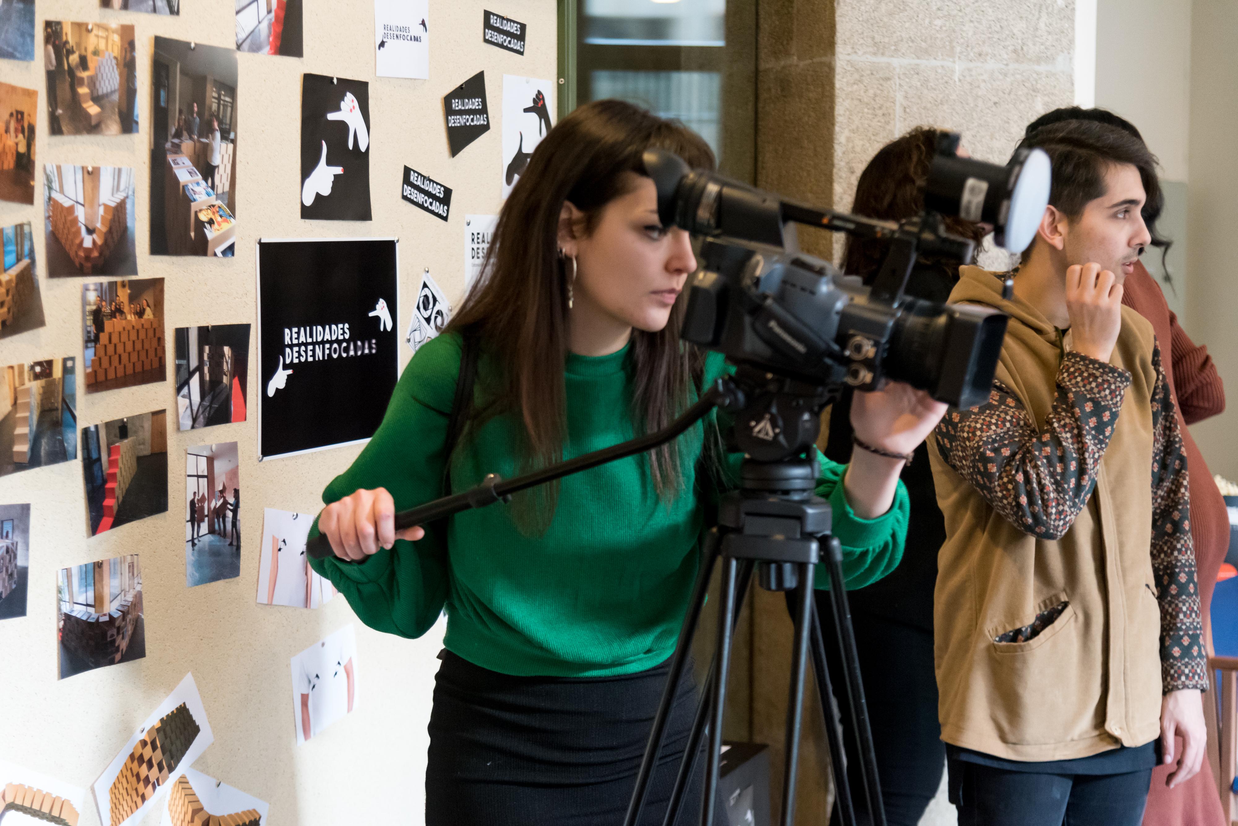 La Facultad de Geografía e Historia acoge la exposición RE_VELADAS que da visibilidad a las mujeres ocultadas por la historia
