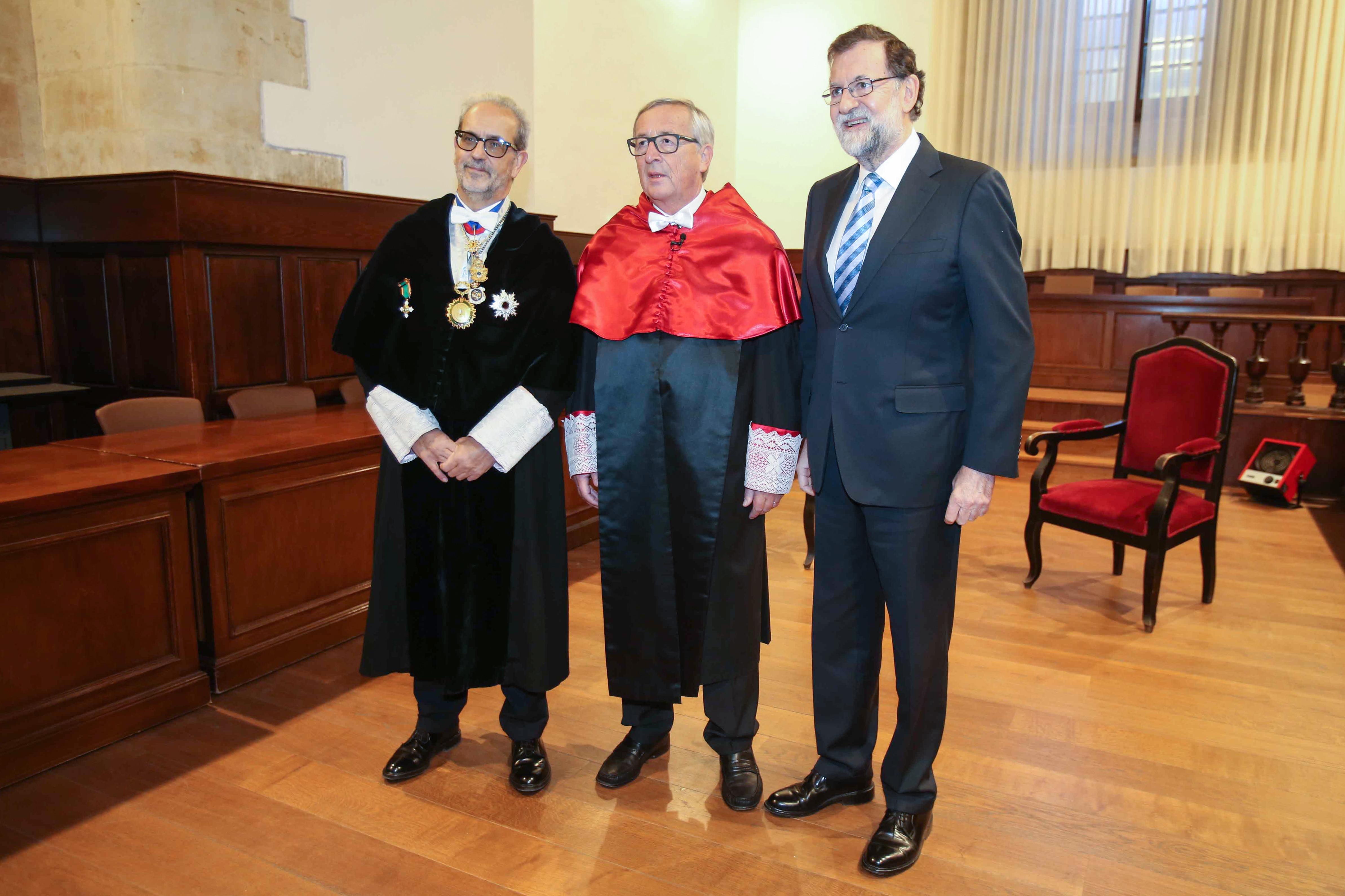 El rector apela al europeísmo y la concordia en la entrega del doctorado honoris causa a Jean-Claude Juncker y Manuel Marín