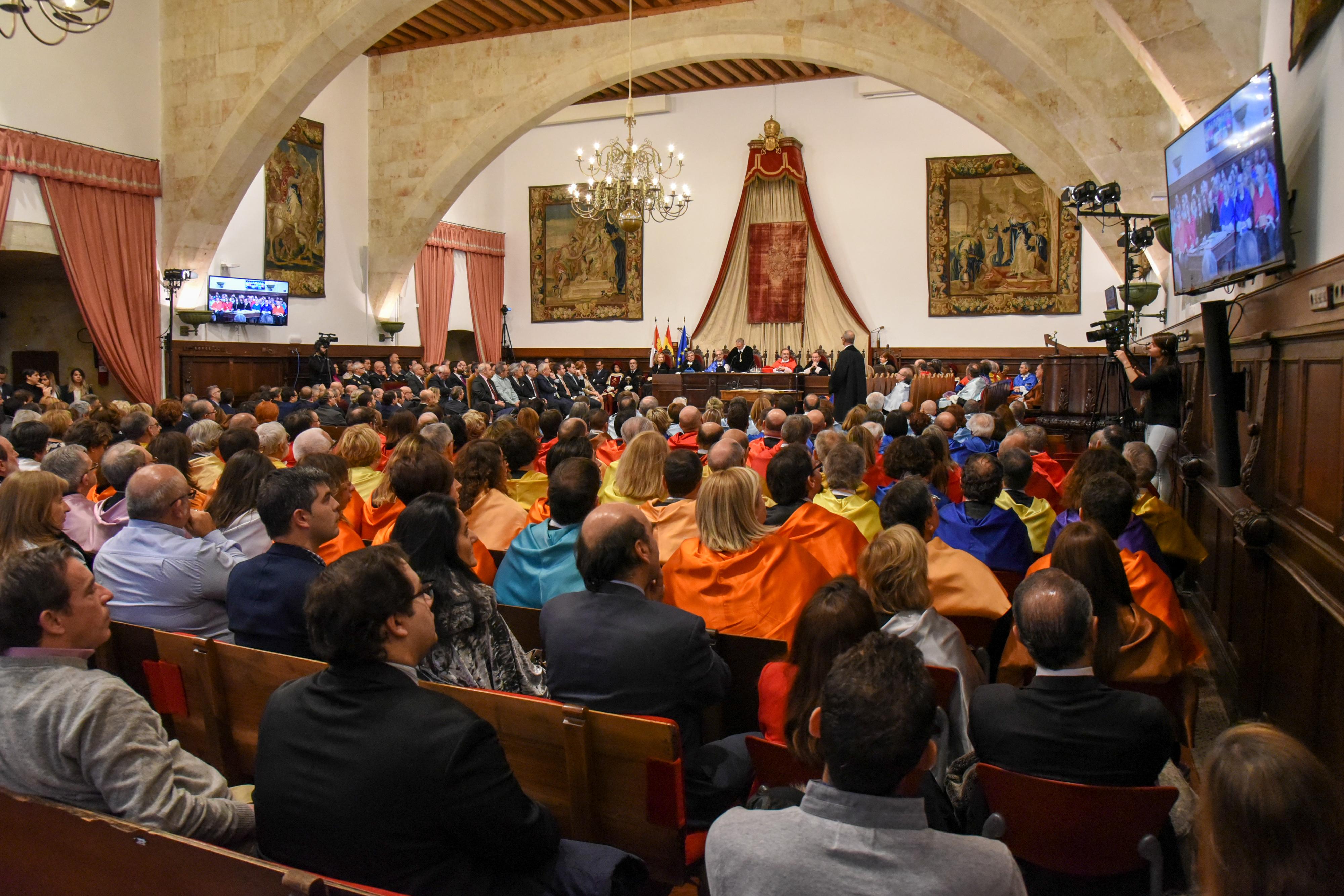 El rector Ricardo Rivero toma posesión de su cargo apelando a la unidad de la comunidad universitaria y tendiendo la mano al resto de universidades de la región