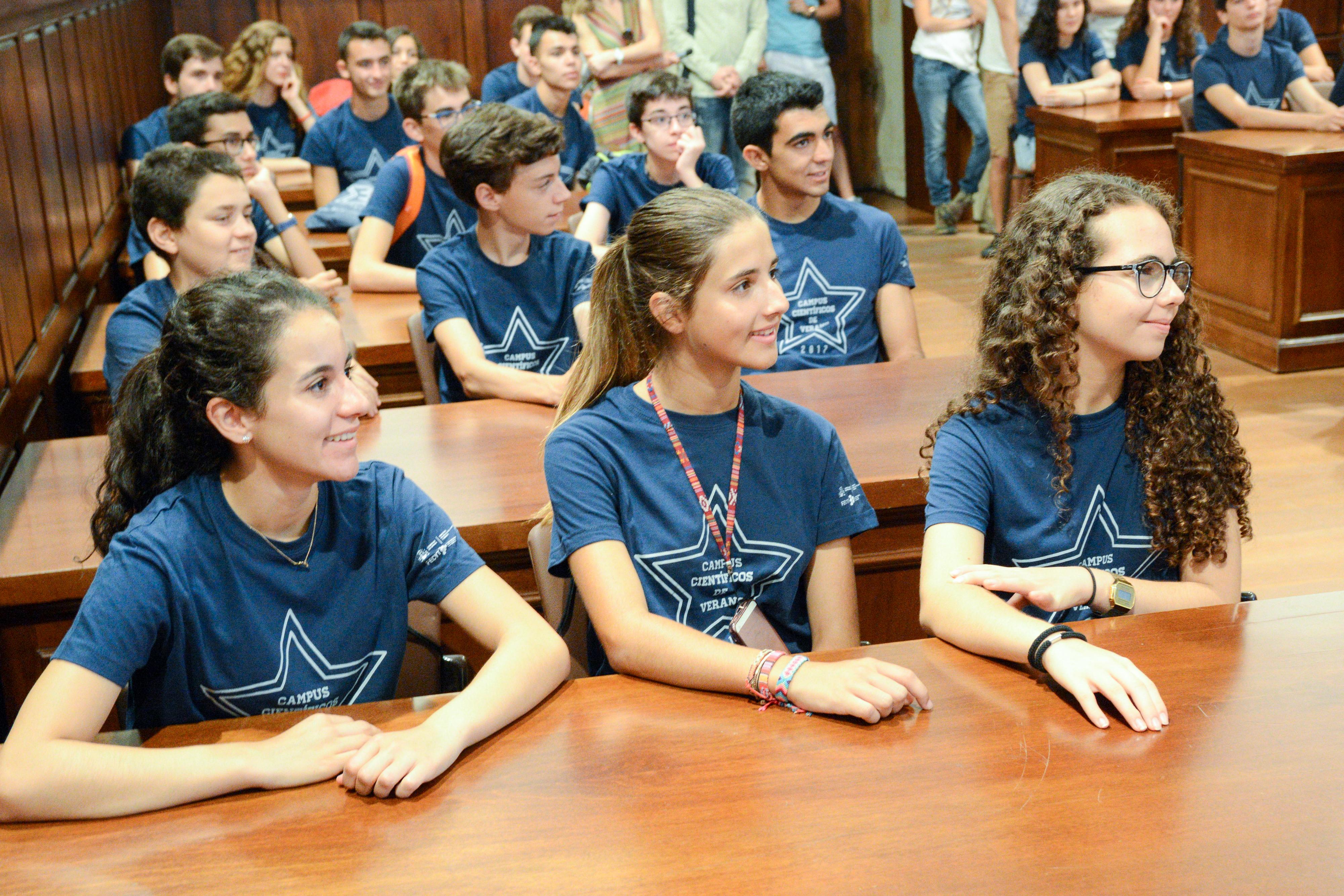La vicerrectora de Atención al Estudiante recibe al tercer grupo de participantes en los Campus Científicos de Verano 2017