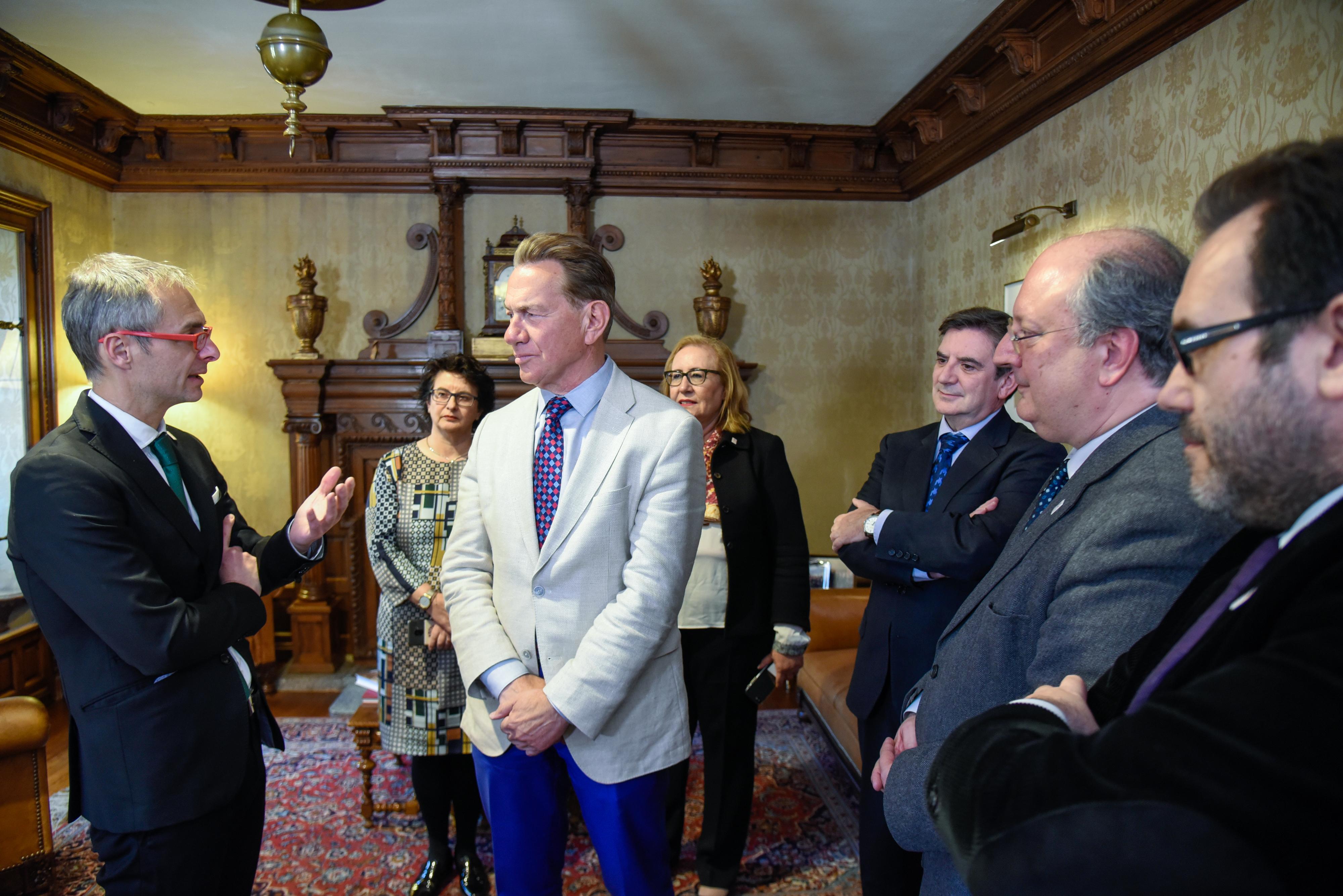 El rector nombra a Michael Portillo embajador del VIII Centenario de la Universidad de Salamanca