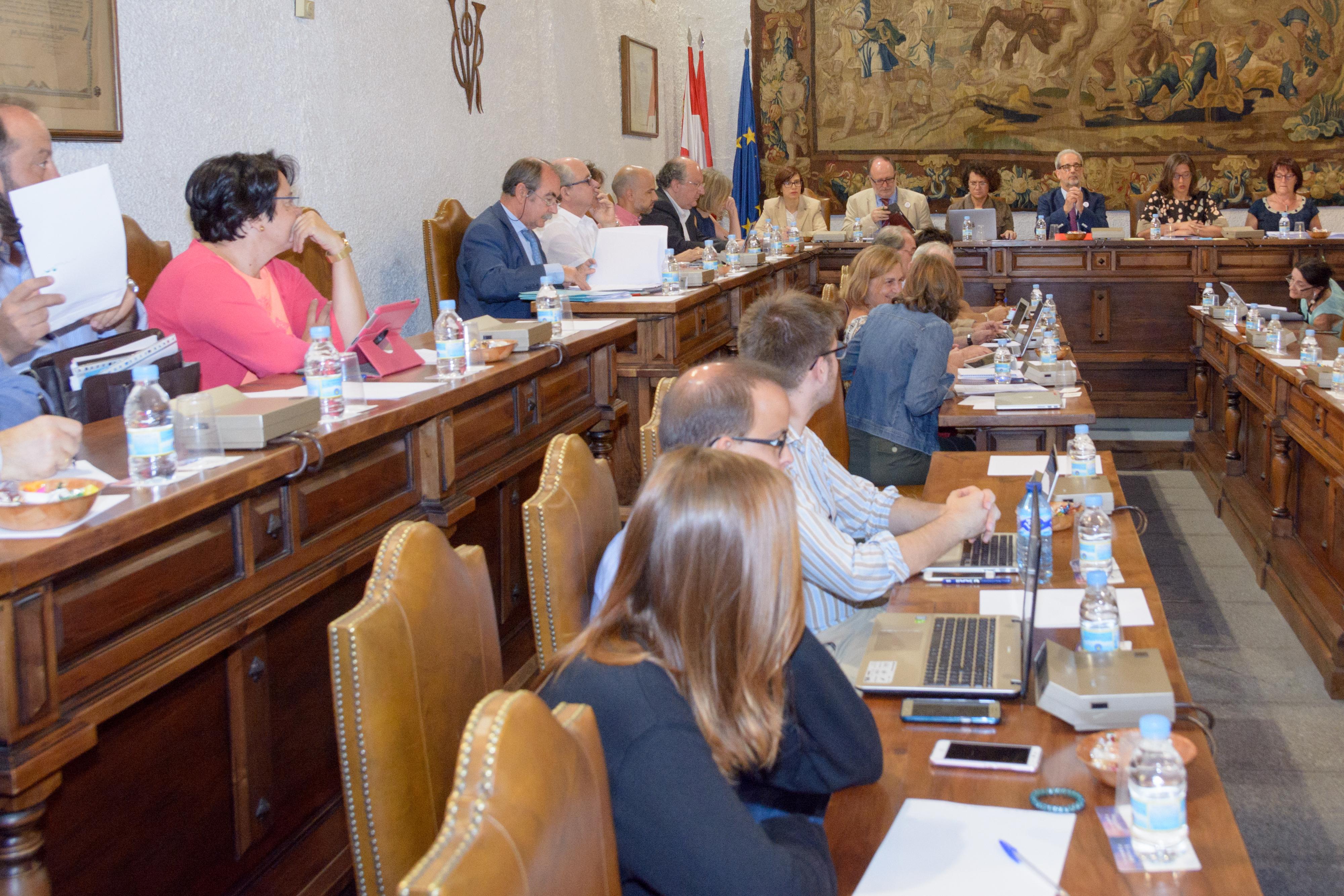El Consejo de Gobierno aprueba los criterios para la cobertura de plazas de profesorado para 2017