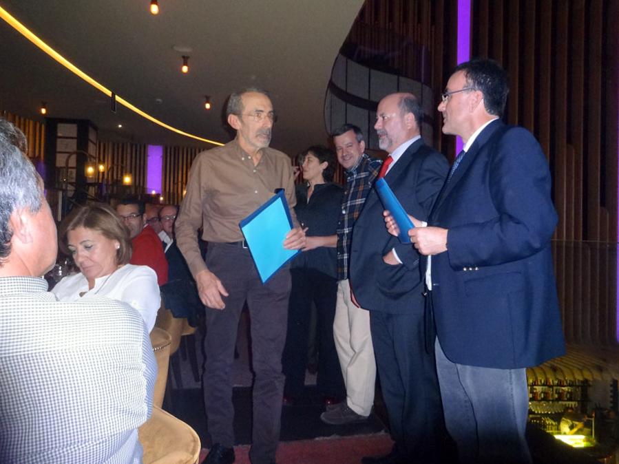 El profesor Javier Sánchez San Román recibe el premio del Grupo Español de la Asociación Internacional de Hidrogeología