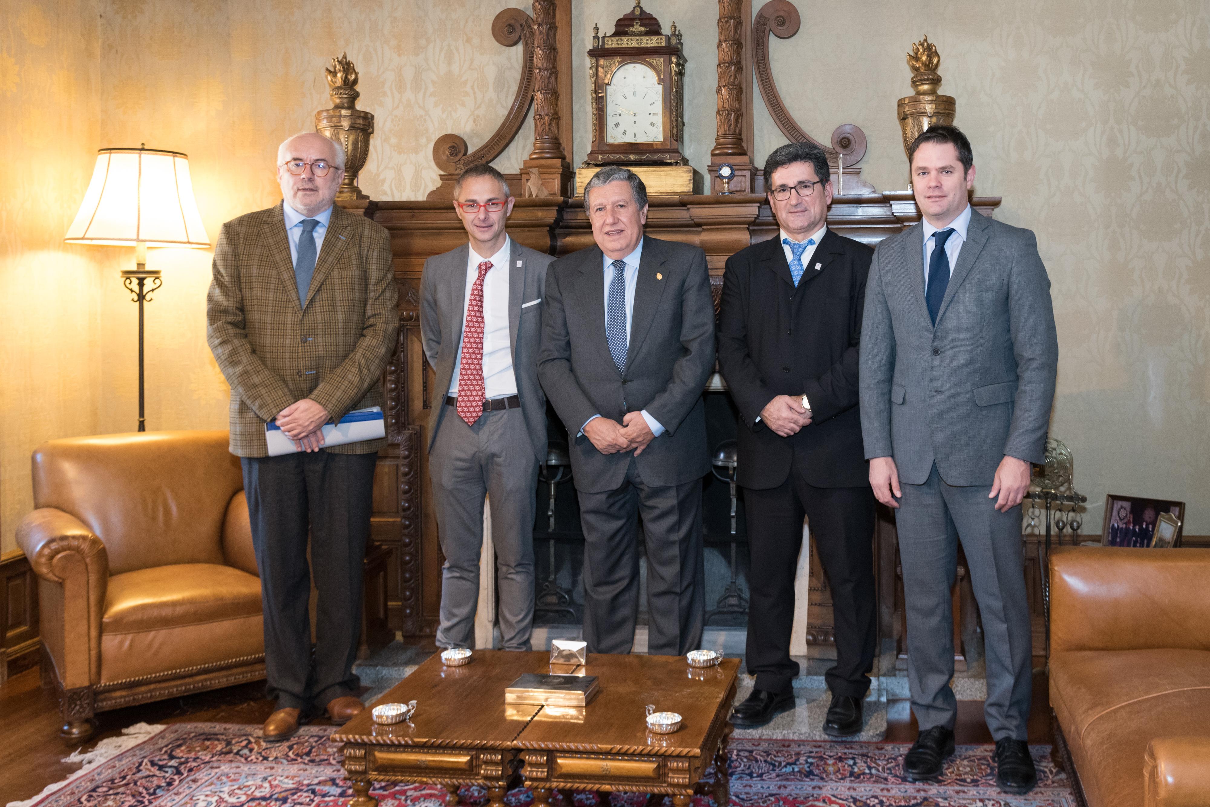 El rector de la Universidad de Salamanca recibe a los embajadores de Argentina, Brasil y Paraguay