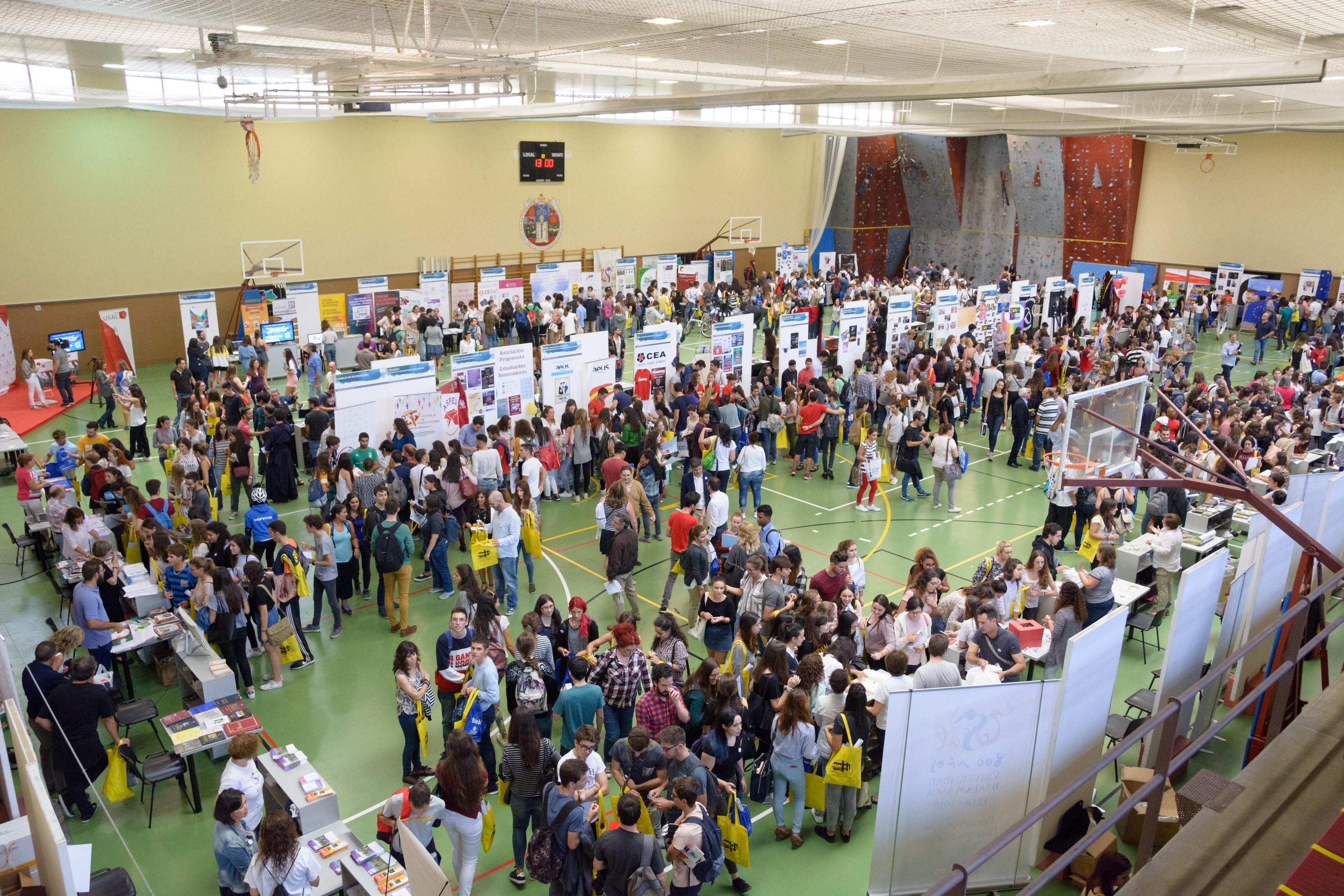 Cerca de 10 000 estudiantes disfrutan de la Feria de Bienvenida de la Universidad de Salamanca