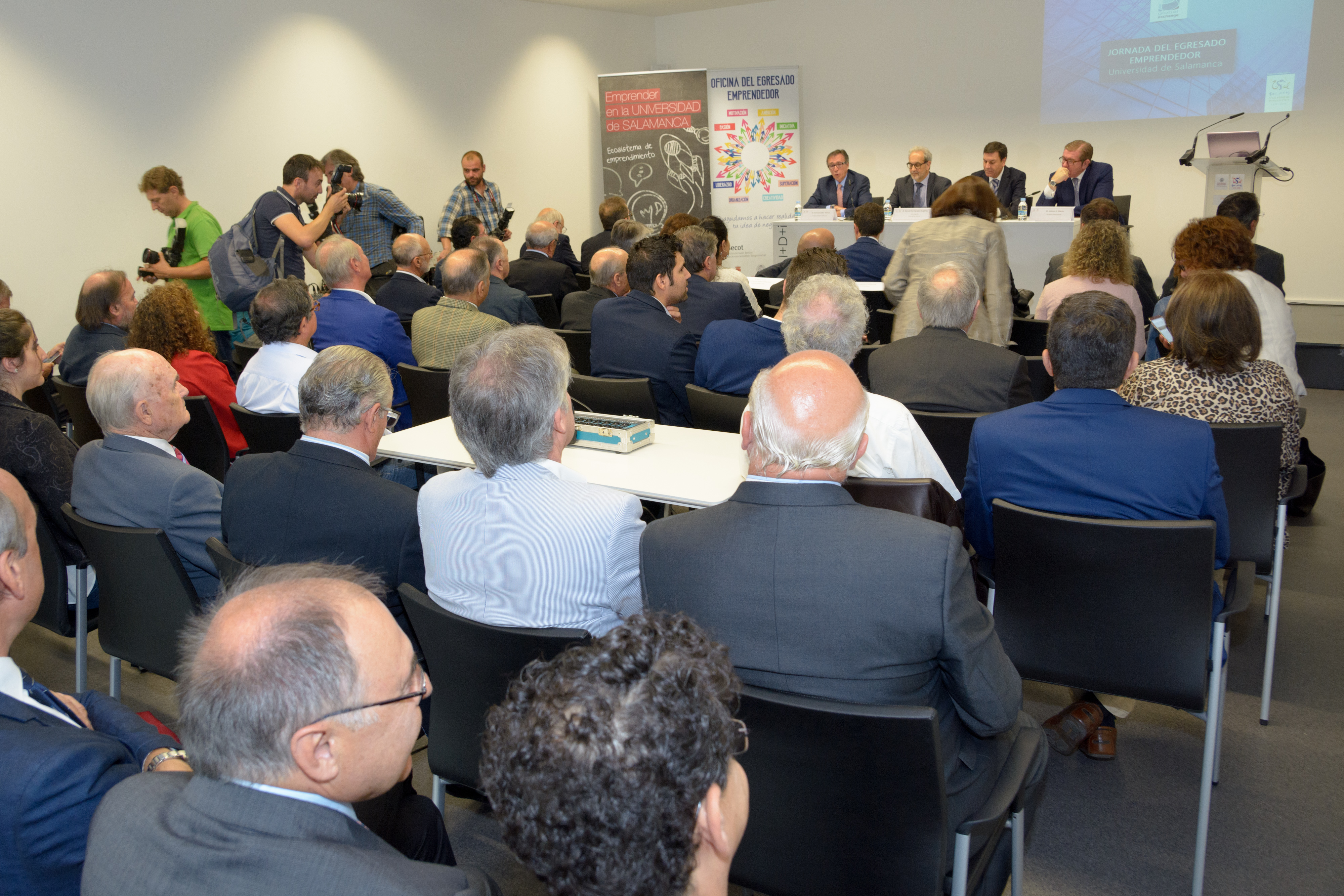 La Universidad de Salamanca, la Junta de Castilla y León y SECOT presentan la Oficina del Egresado Emprendedor