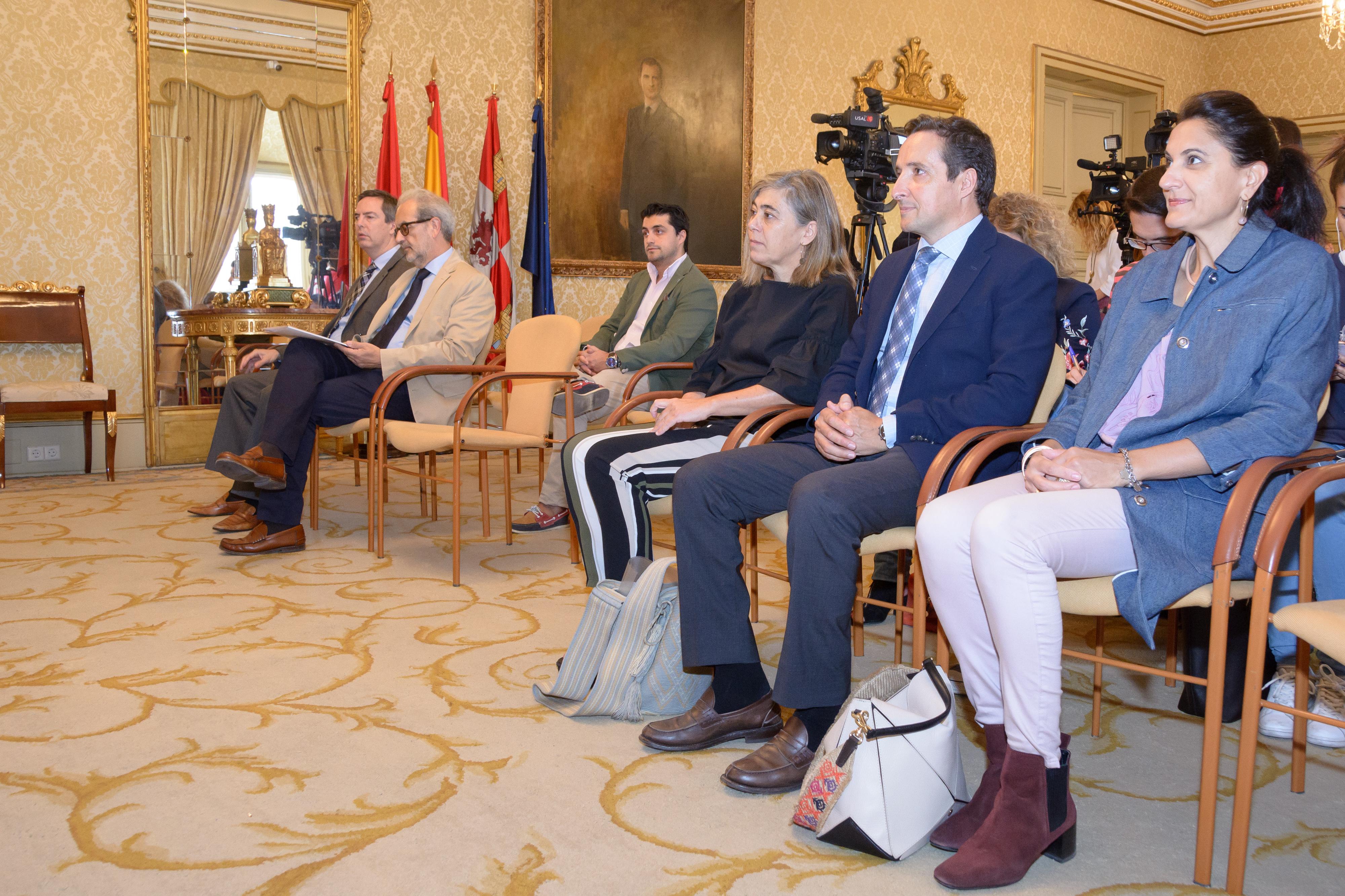 La Universidad de Salamanca y el Ayuntamiento pondrán en marcha un programa único en España para facilitar el primer contrato laboral a los estudiantes