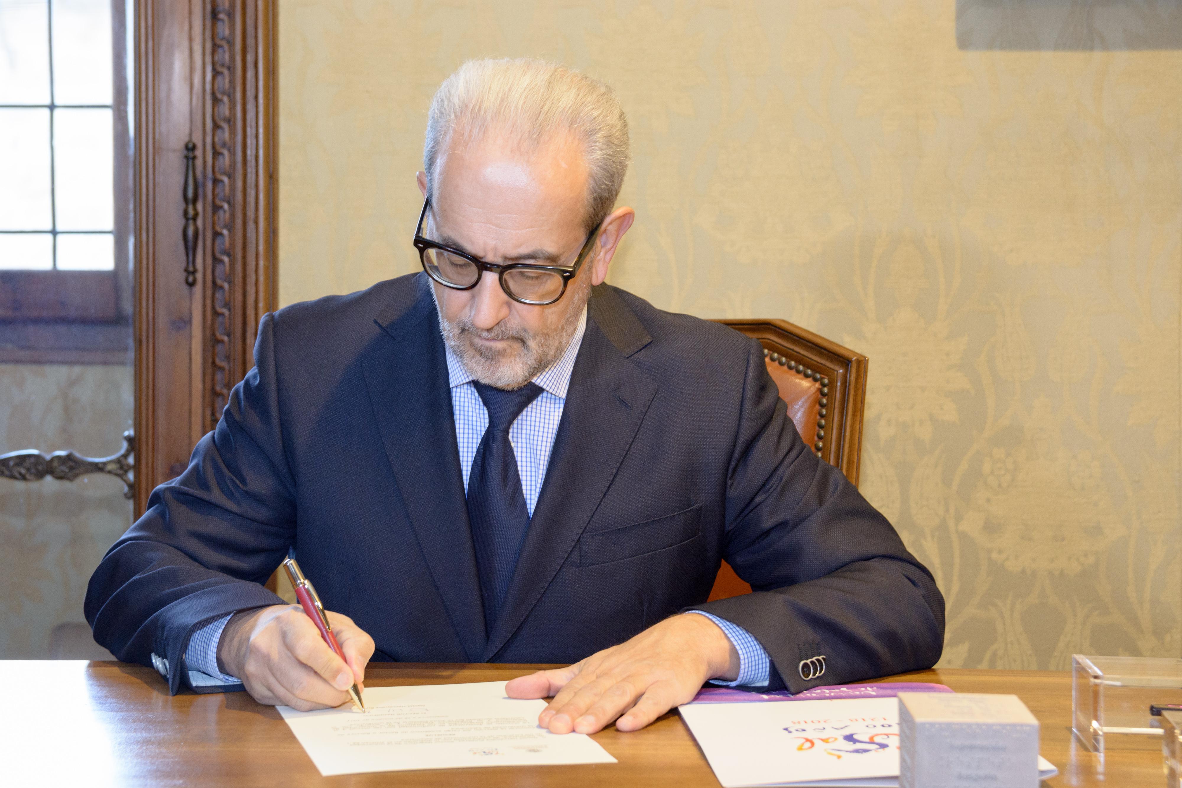 El rector Daniel Hernández Ruipérez convoca elecciones al Rectorado de la Universidad de Salamanca