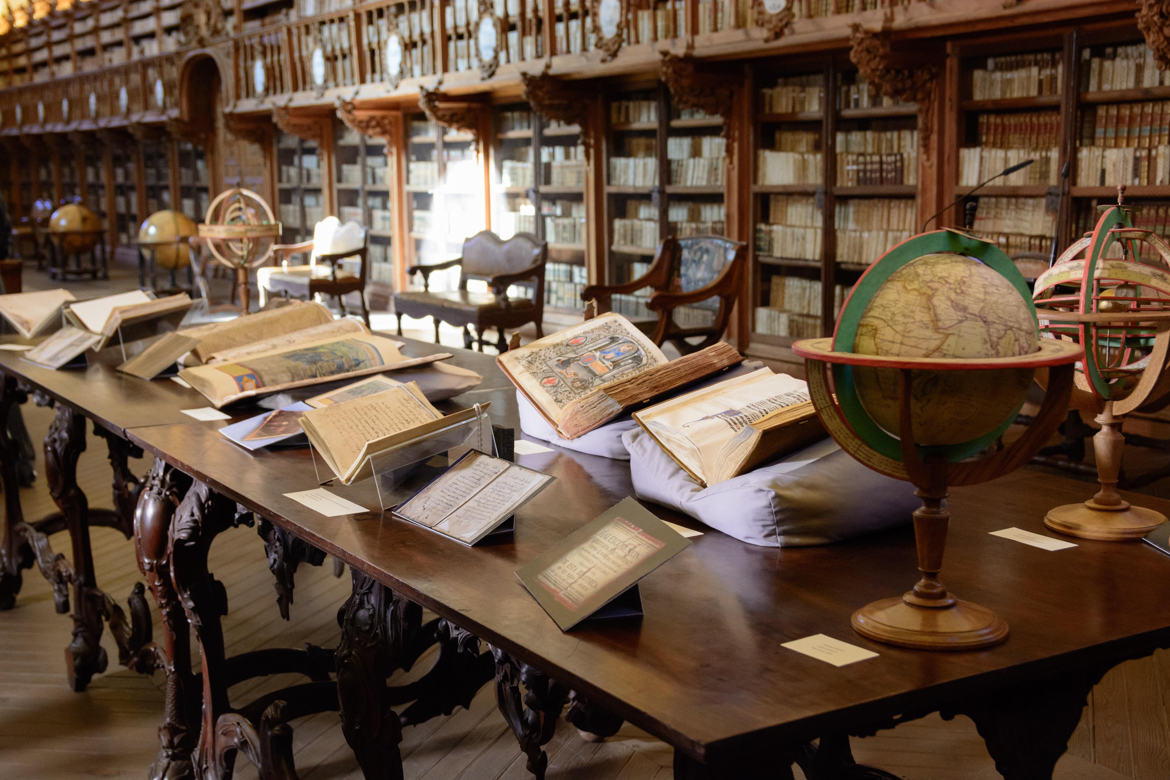El Centro de Conservación y Restauración de Bienes Culturales de la Junta de Castilla y León restaura 18 piezas de la Biblioteca General Histórica
