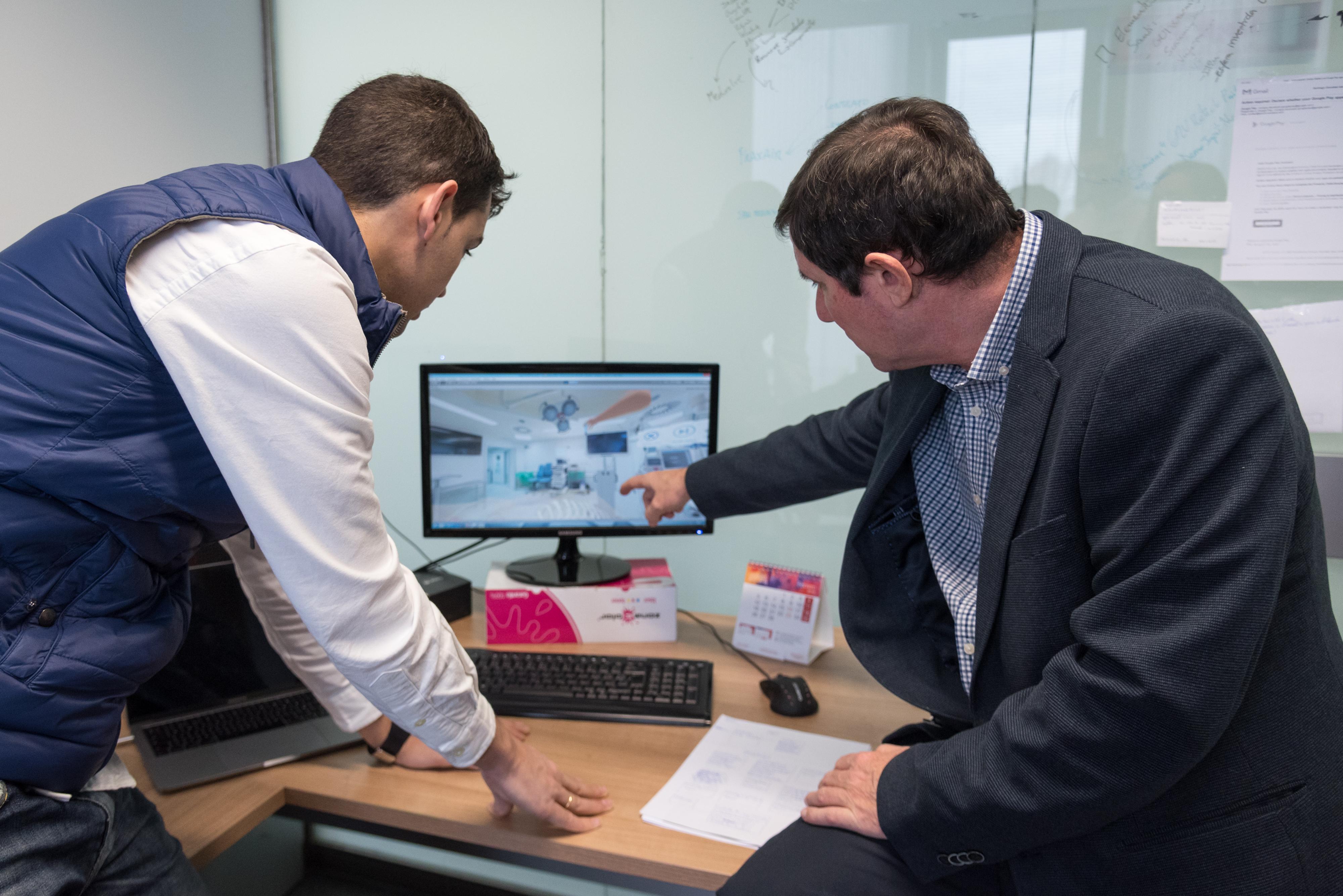 La Universidad de Salamanca desarrolla el primer simulador virtual de intervención quirúrgica en columna vertebral para una escoliosis