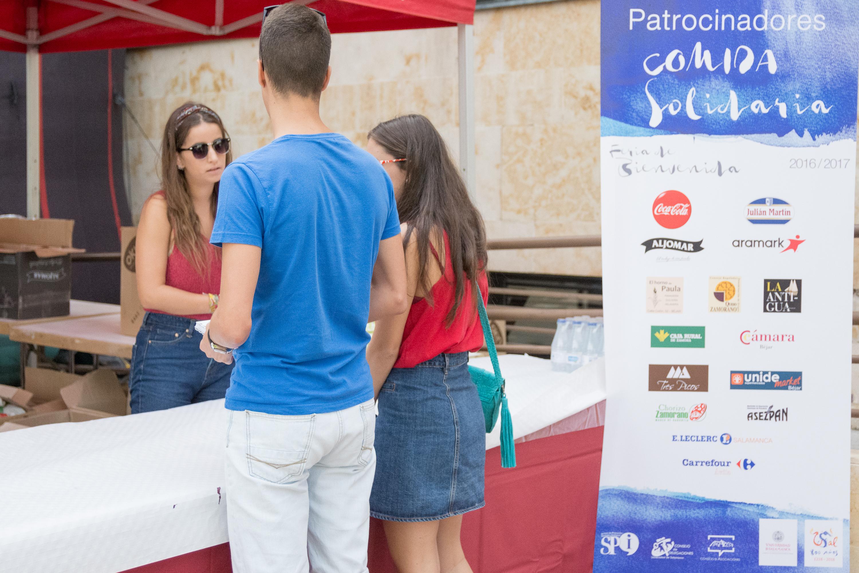 Miles de estudiantes universitarios disfrutan de la Feria de Bienvenida de la Universidad de Salamanca