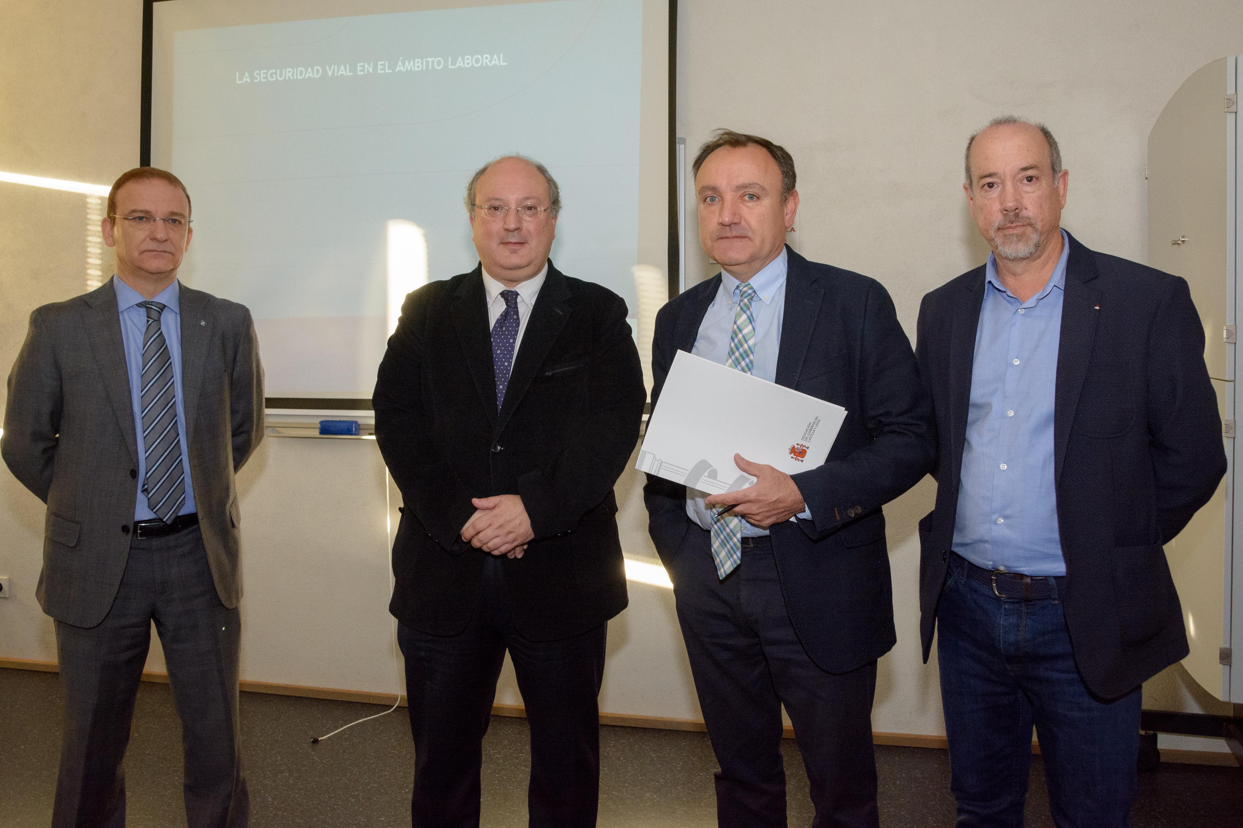 La Jefatura Provincial de Tráfico forma al personal de la Universidad de Salamanca sobre Seguridad Vial en el ámbito laboral