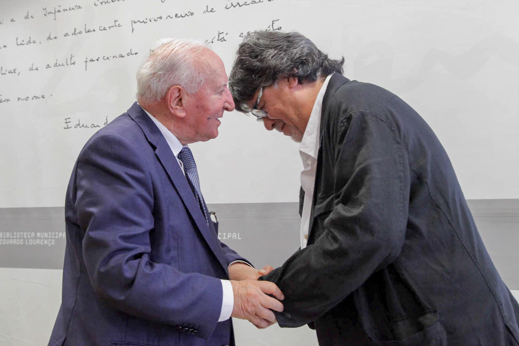 El Centro de Estudios Ibéricos galardona al escritor chileno Luis Sepúlveda con el XII Premio Eduardo Lourenço