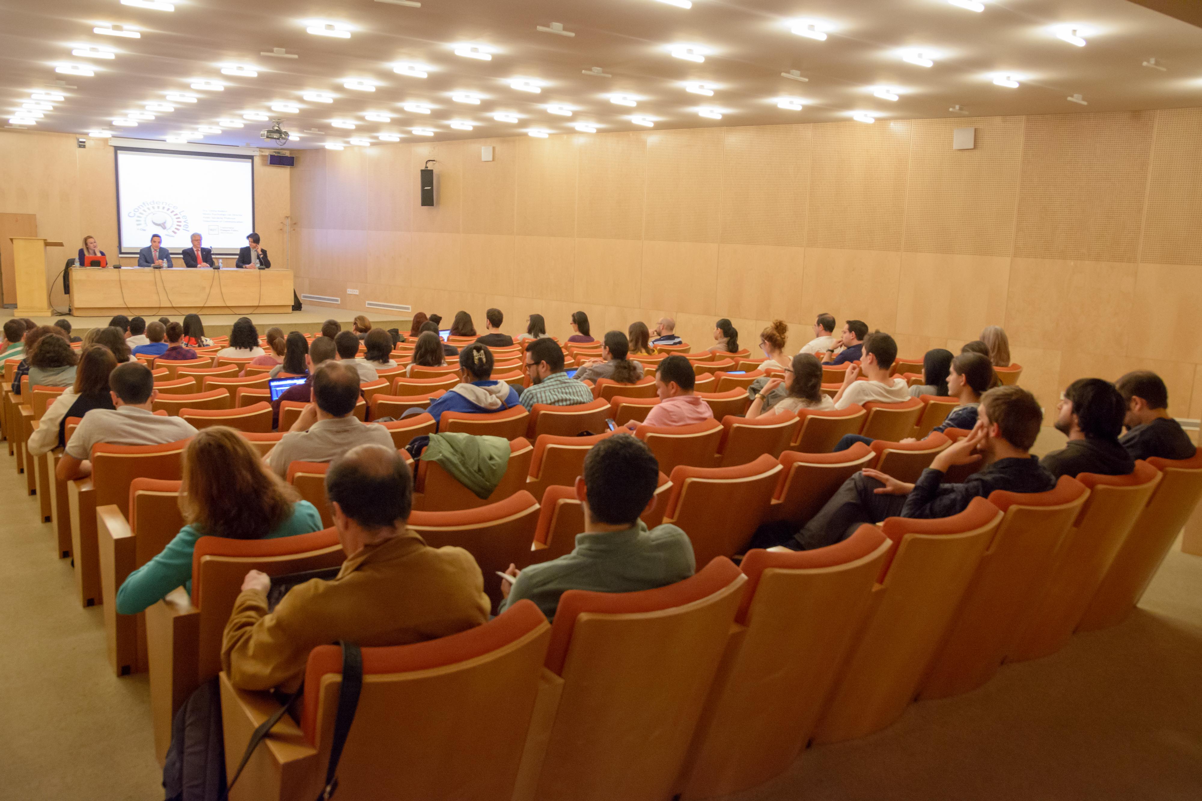 La Universidad de Salamanca muestra a sus doctorandos las estrategias para realizar con éxito la defensa oral de un trabajo académico
