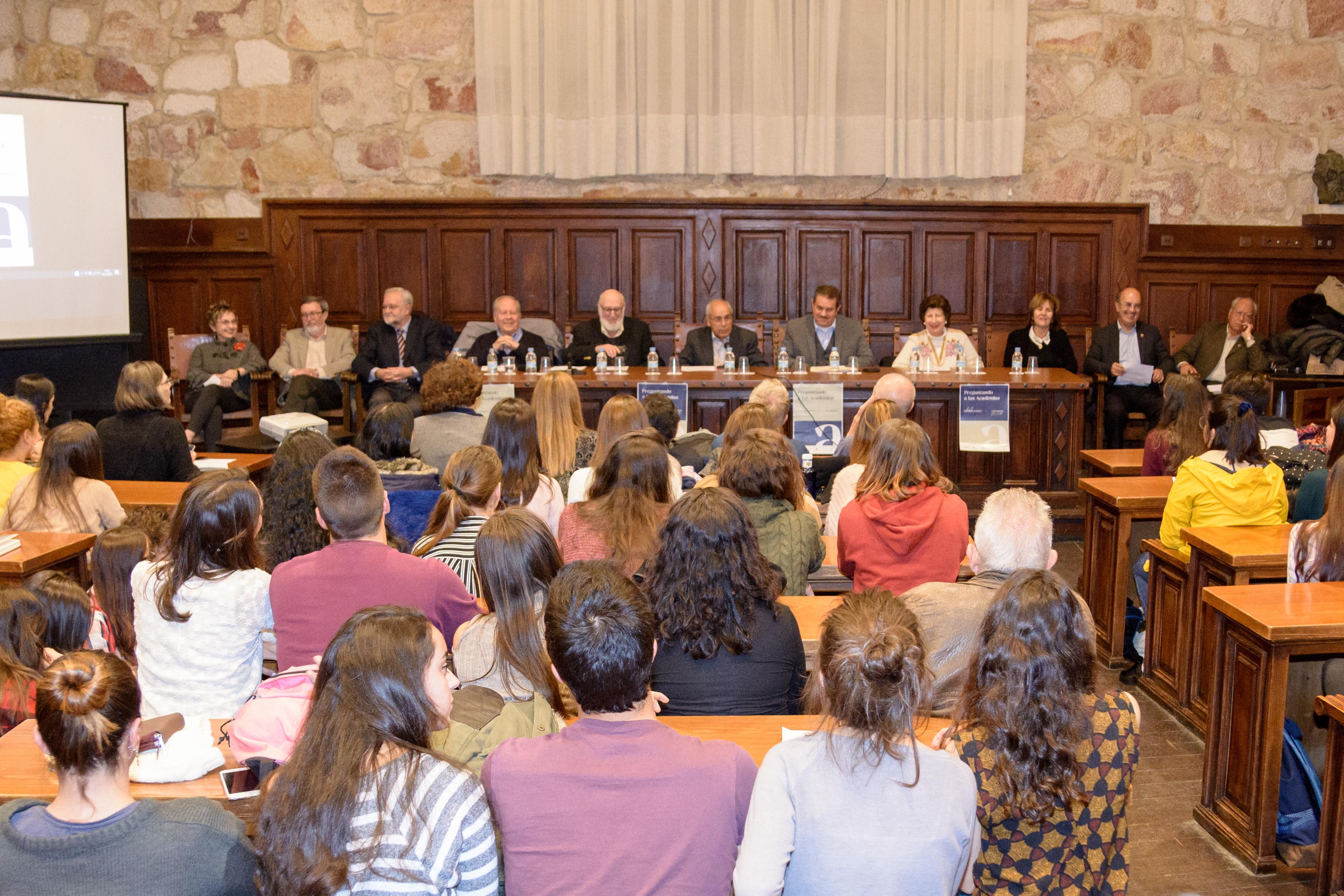 El Centro Internacional del Español-USAL y la Asociación Academias de la Lengua Española debaten en torno a su trabajo y resuelven dudas sobre el uso de las lenguas en la sesión 'Preguntando a las Academias'