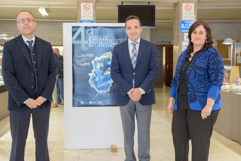 El vicerrector de Investigación y Transferencia inaugura la IV Feria de Minerales del Departamento de Geología