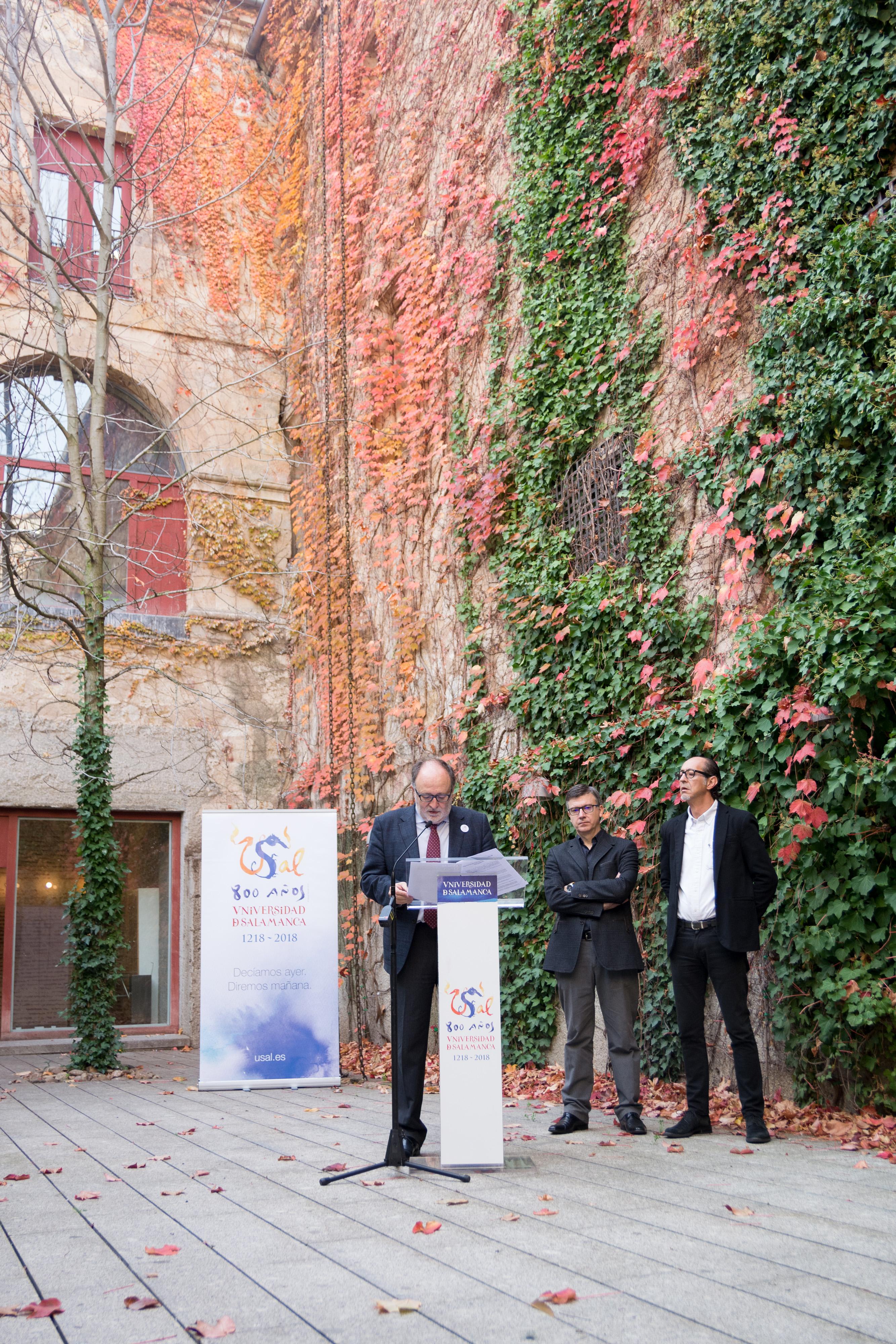 Presentación programa actividades culturales Octavo Centenario