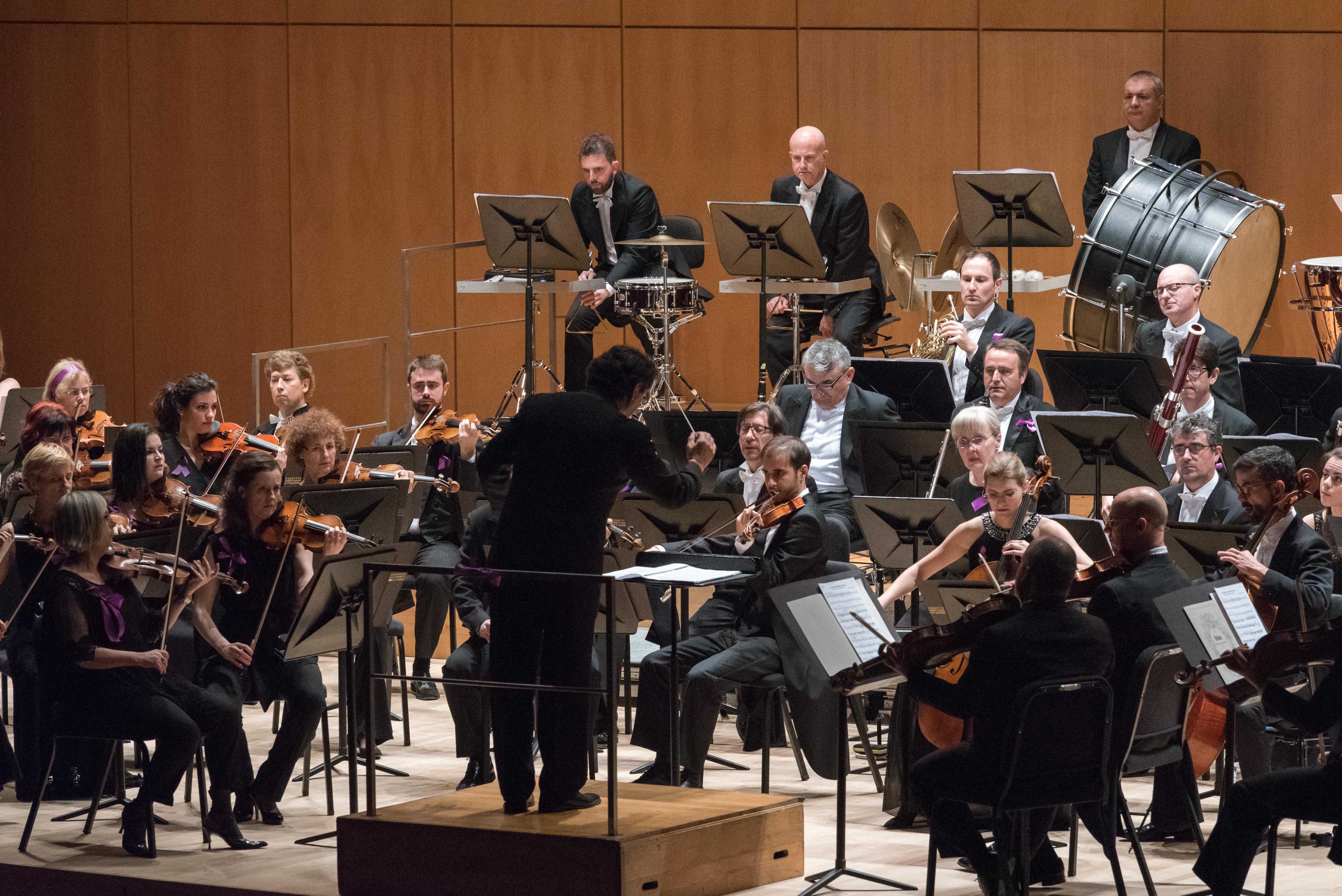 La Orquesta Sinfónica de Castilla y León interpreta a Gombau, Dvorák y Brahms para conmemorar el VIII Centenario