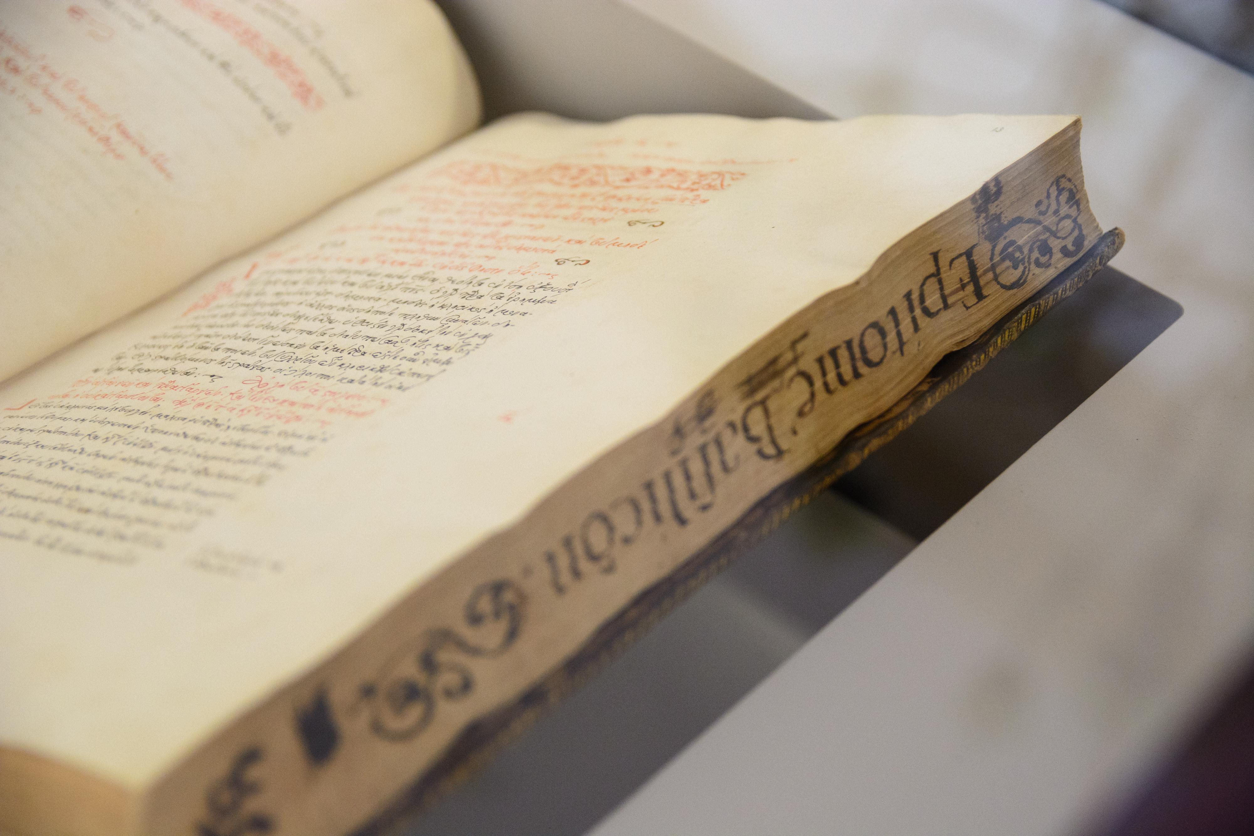 'Scripta. Tesoros manuscritos de la Universidad de Salamanca' llega a la Casa Museo de Unamuno tras su exhibición en la Biblioteca Nacional
