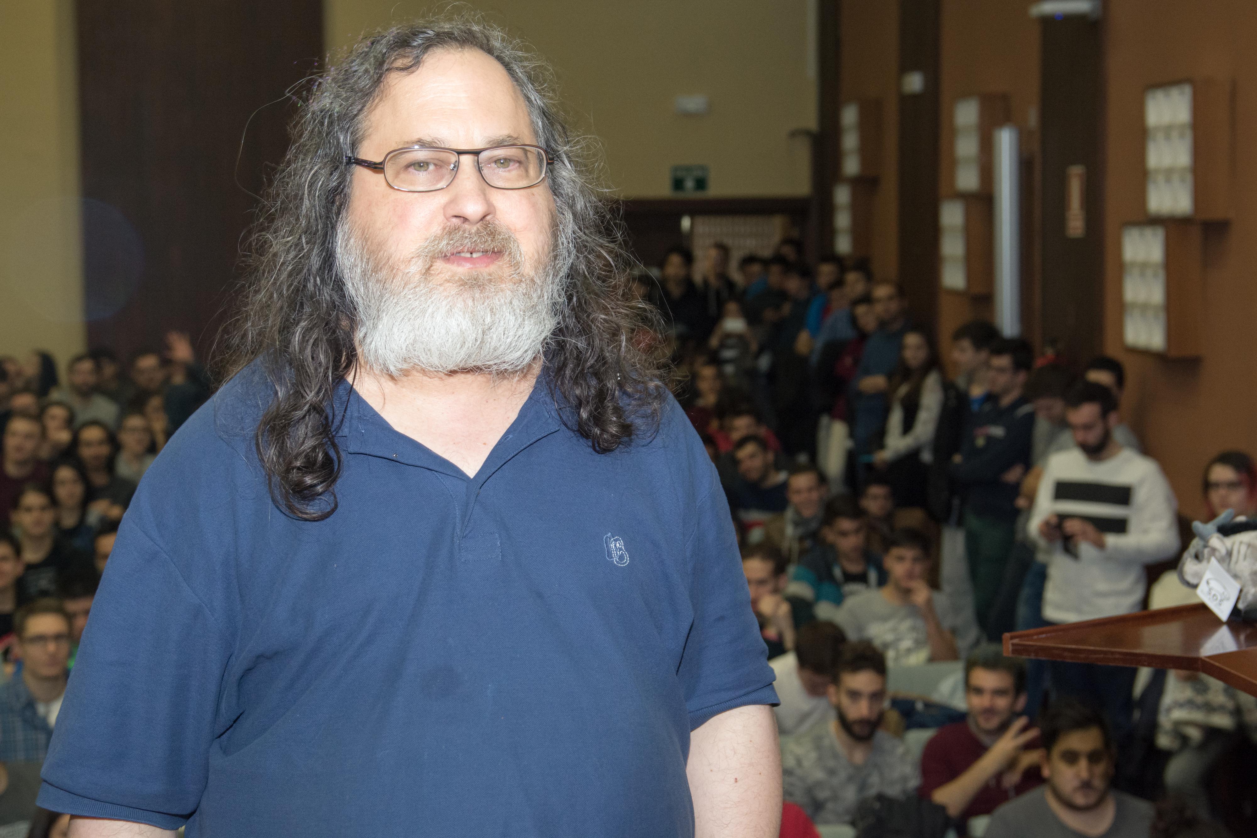 El vicerrector de Investigación y Transferencia inaugura la ponencia sobre Software Libre impartida por Richard Stallman, creador de GNU/LINUX