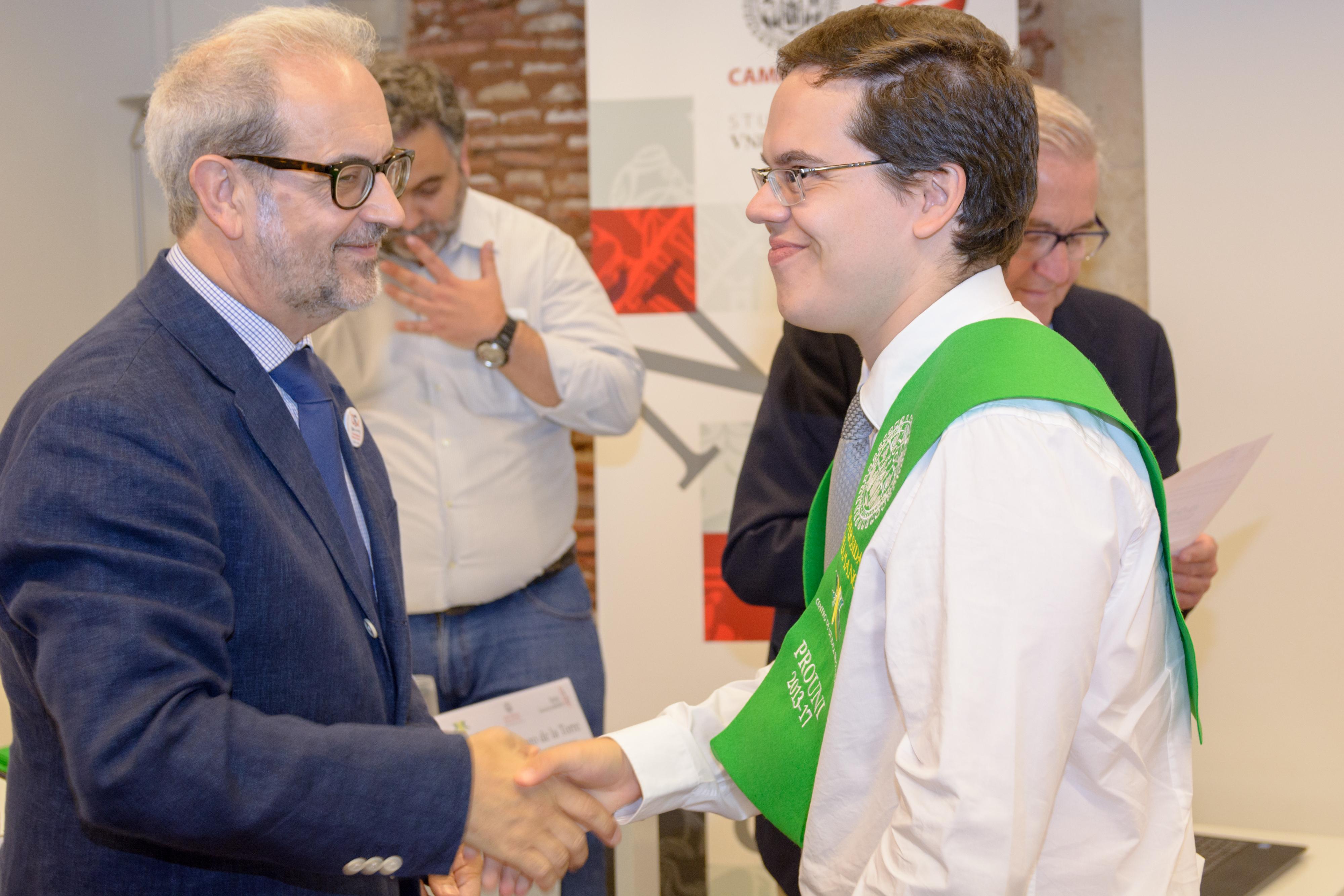 Diez alumnos brasileños del programa Prouni celebran su graduación en la Universidad de Salamanca