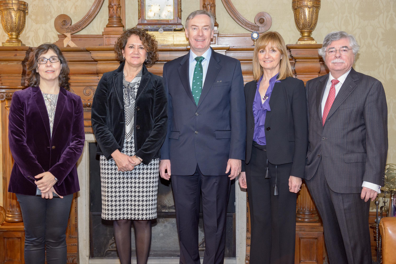 El embajador de Irlanda en España participa en una jornada de estudios sobre el país