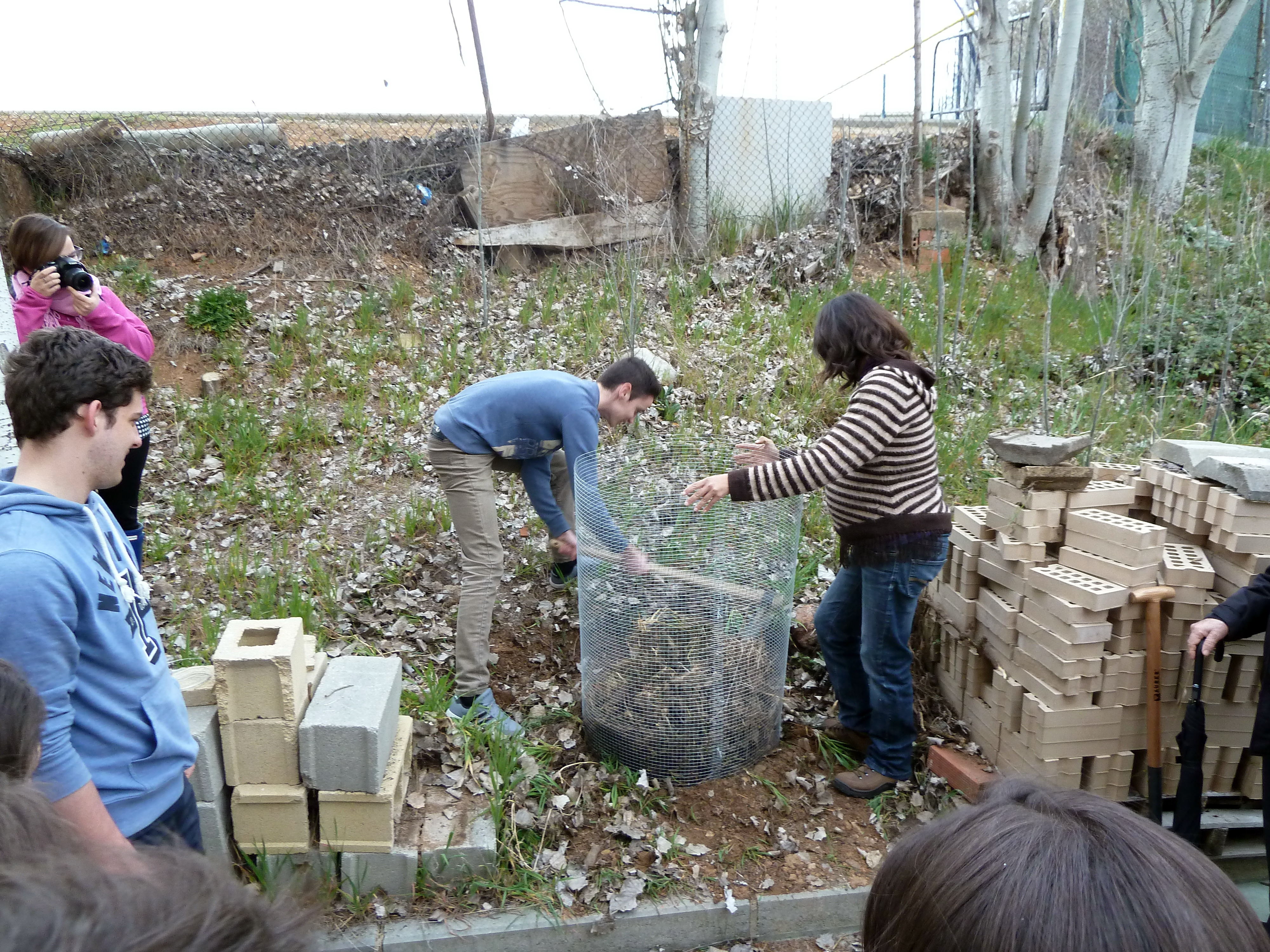Un total de 71 estudiantes participan en el taller de compostaje organizado por el Colegio Mayor San Bartolomé