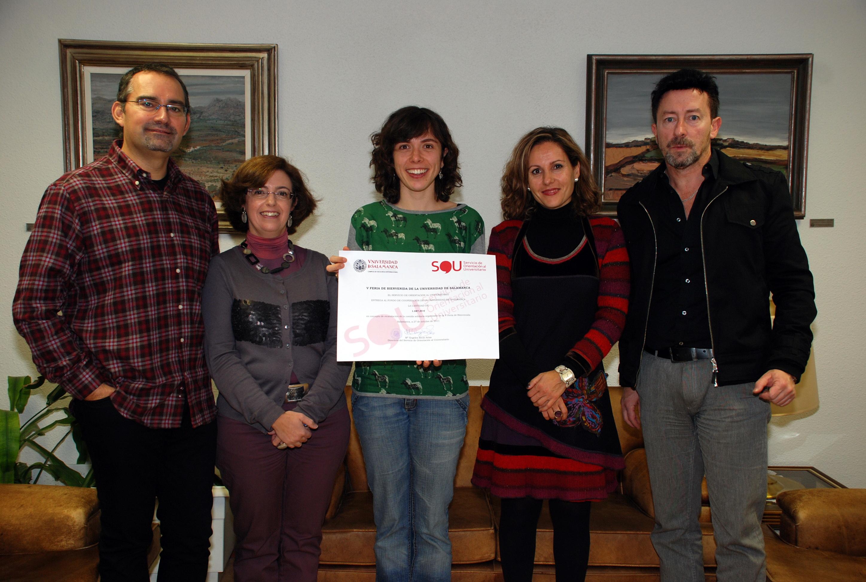 Entrega del dinero obtenido en la campaña 'Bocata Solidario' a la Oficina de Cooperación
