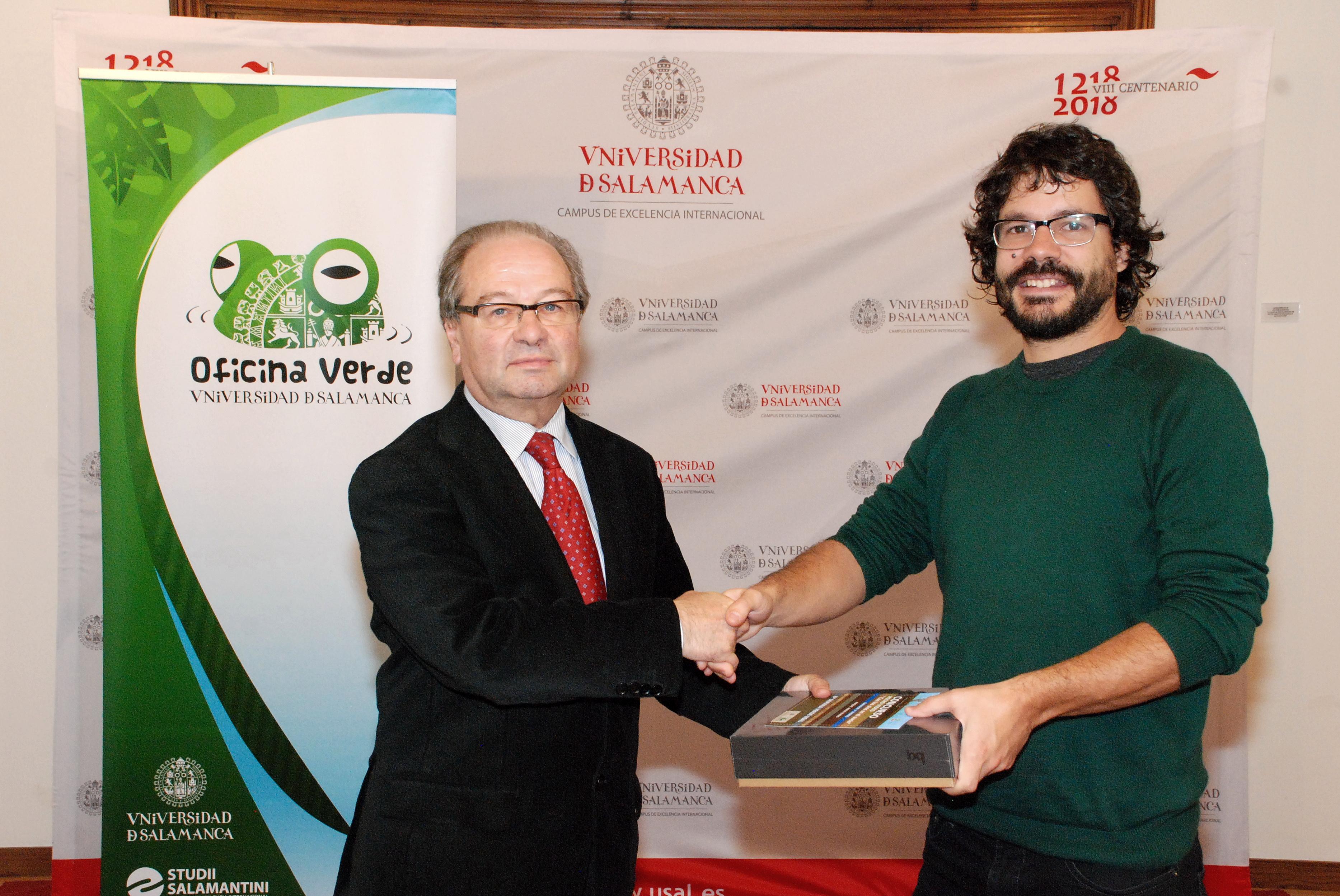 La Oficina Verde de la Universidad de Salamanca entrega los premios del concurso de micro-vídeo 'Con los pies en el suelo'