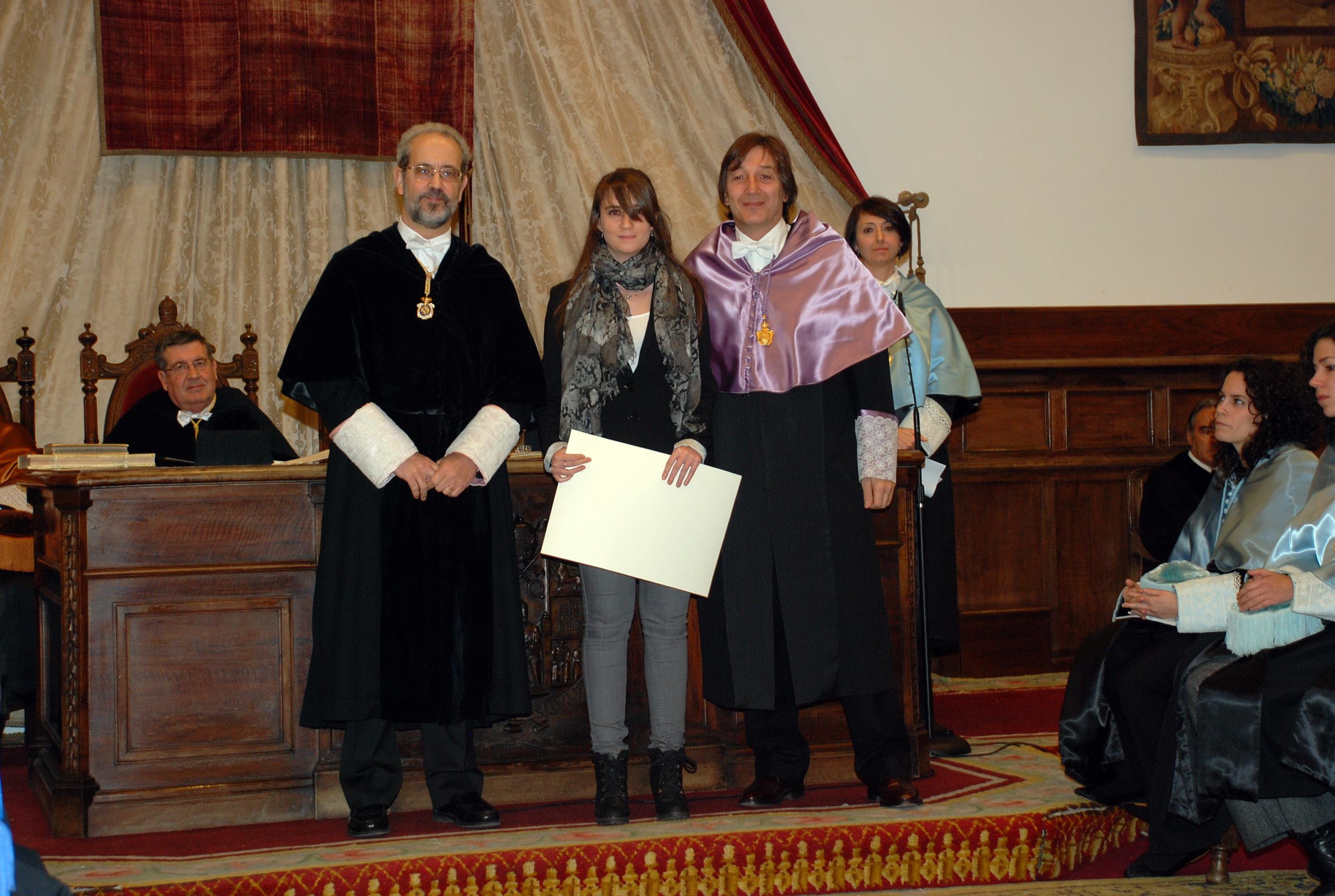 El vicerrector de Planificación Estratégica entrega el premio a la mejor sugerencia del período 2009/2011