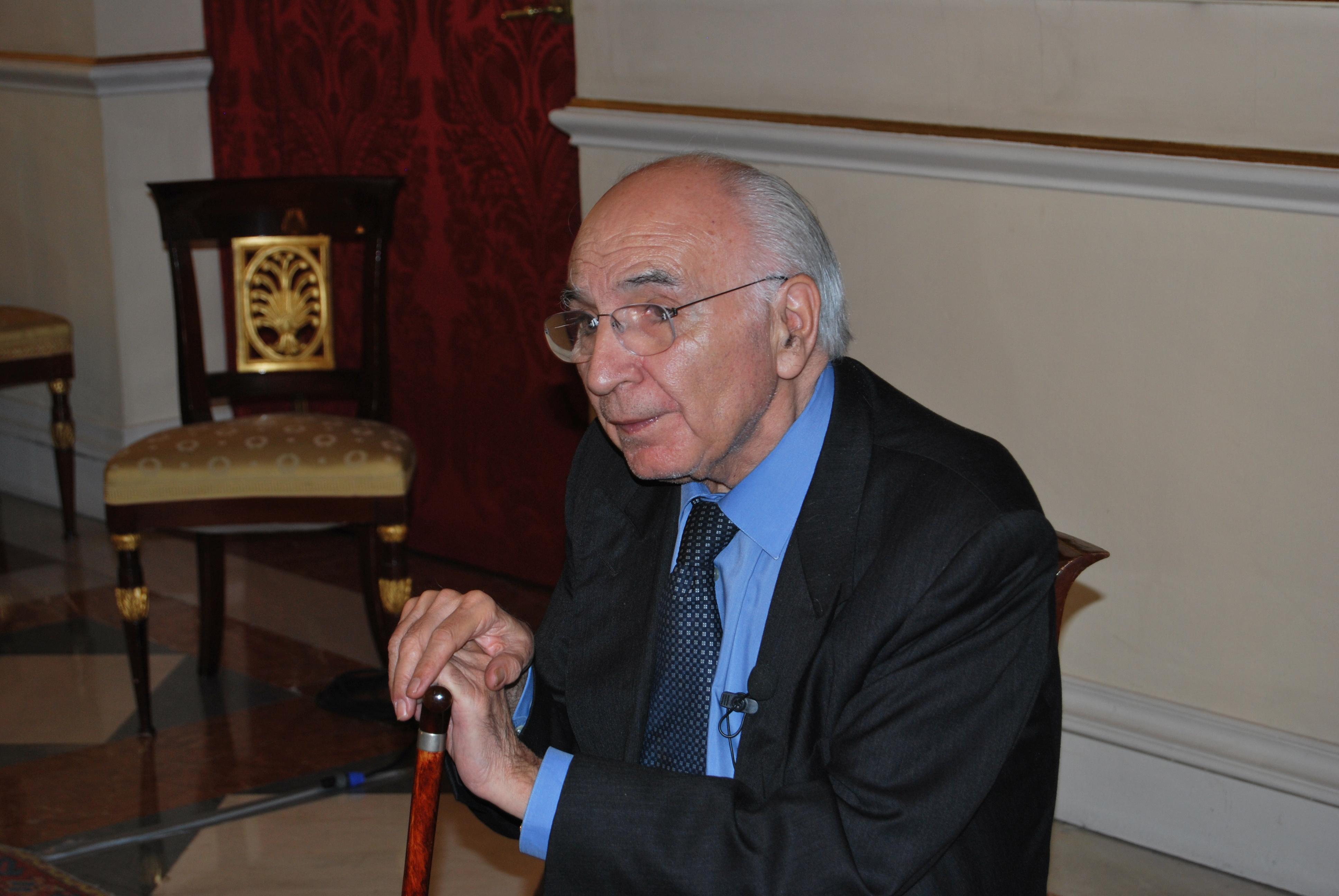 La Universidad homenajea a Francisco Brines un día antes de conocer al XX Premio Reina Sofía de Poesía Iberoamericana