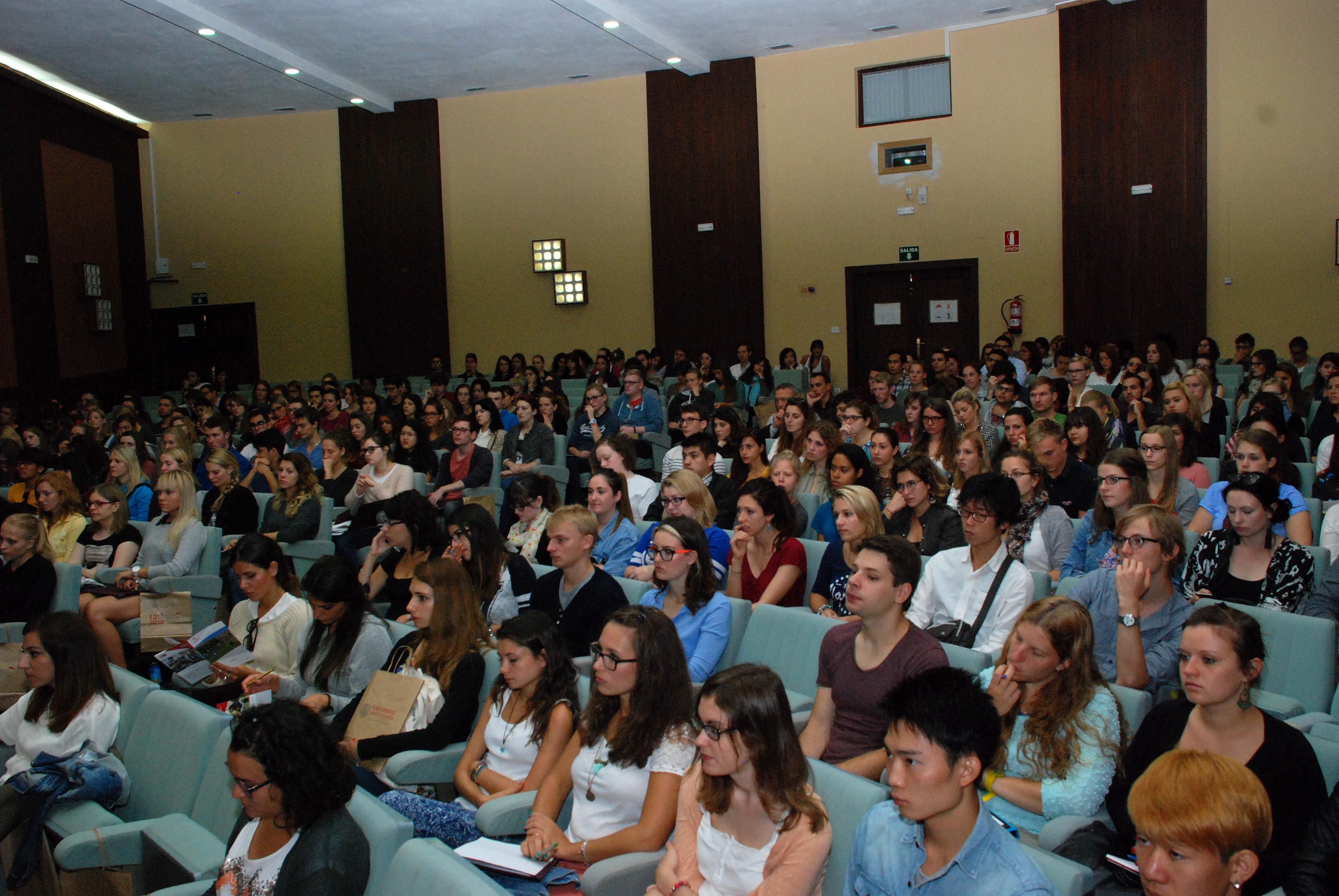 Las vicerrectoras de Internacionalización y de Atención al Estudiante reciben a los estudiantes extranjeros de los programas de movilidad de la Universidad de Salamanca