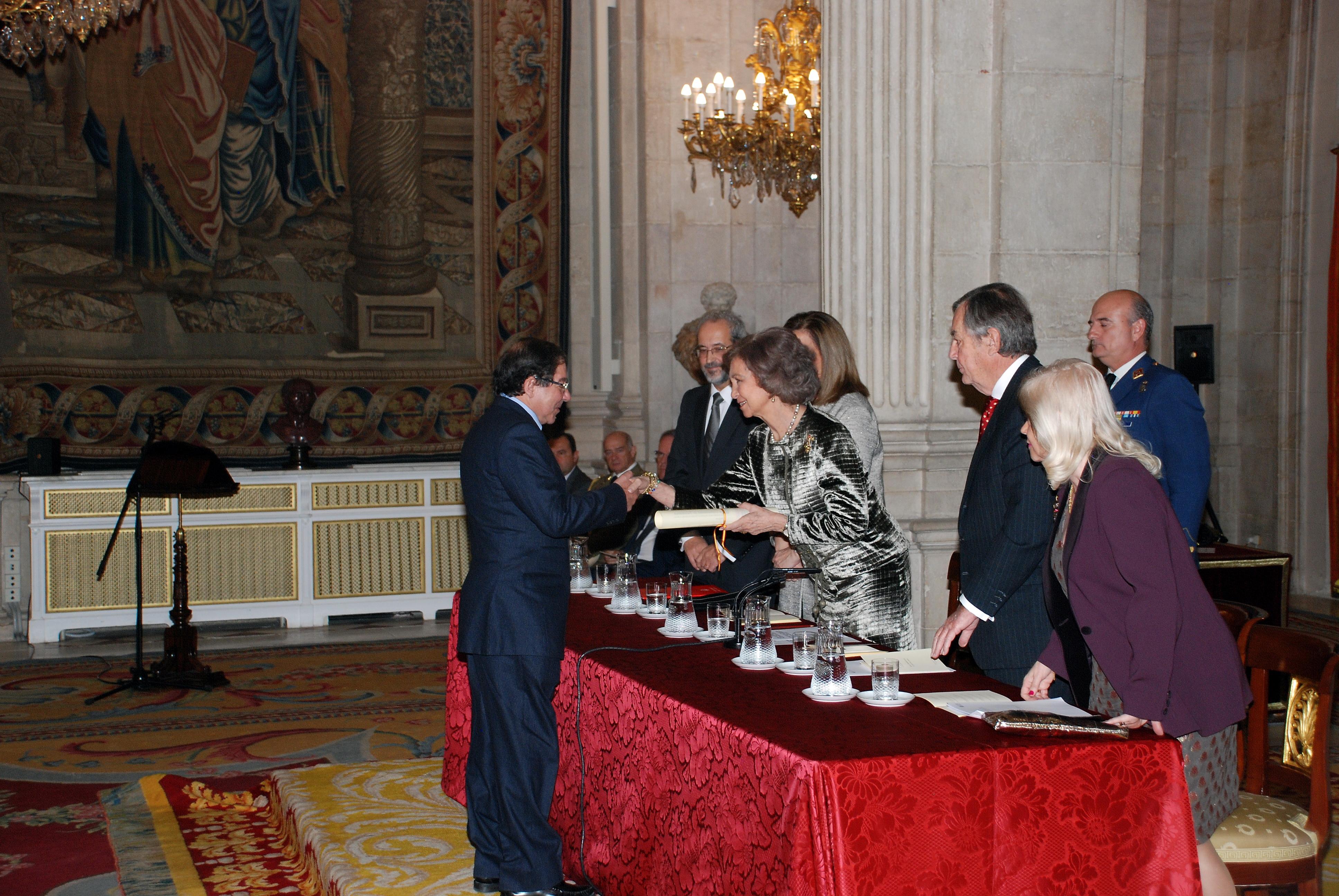 La Reina Doña Sofía entrega el XXII Premio de Poesía Iberoamericana al escritor portugués Nuno Júdice