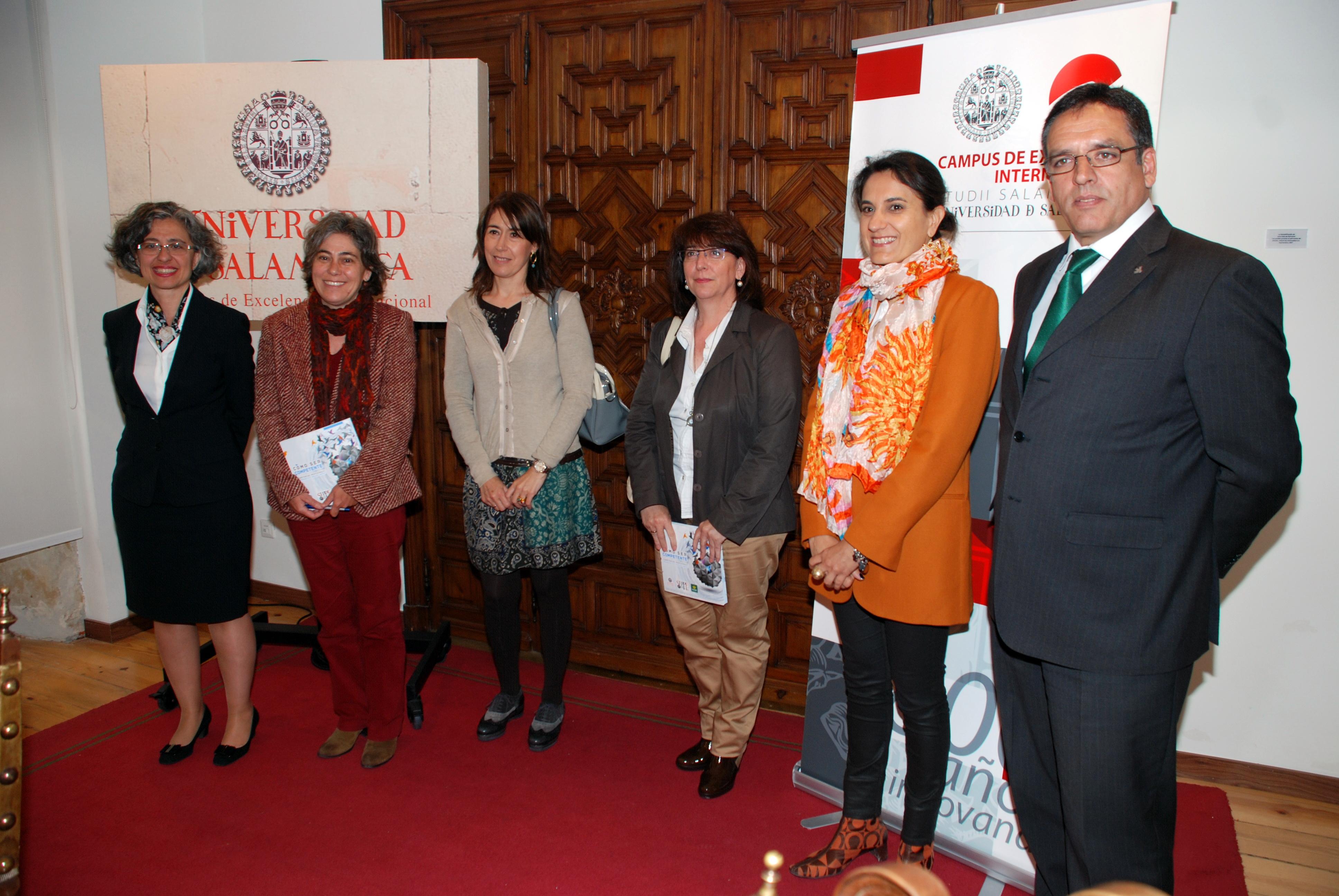 La vicerrectora de Estudiantes y la directora de Caja Rural de Salamanca presentan un catálogo de competencias profesionales para impulsar la inserción laboral de los jóvenes titulados