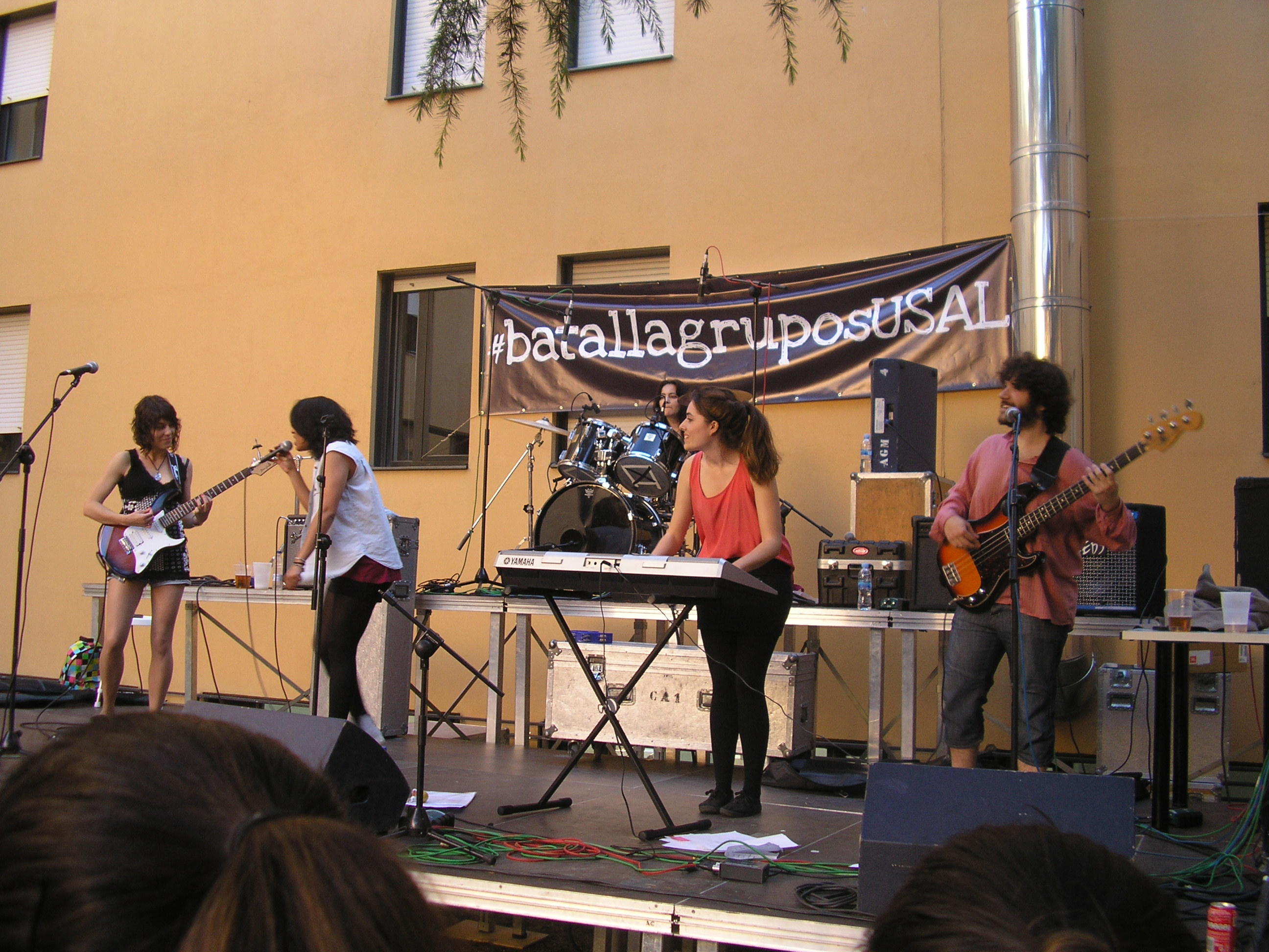 Los grupos Los Hombres de Carlos y The Coy Kois, ganadores de la Batalla de grupos musicales de la Universidad de Salamanca