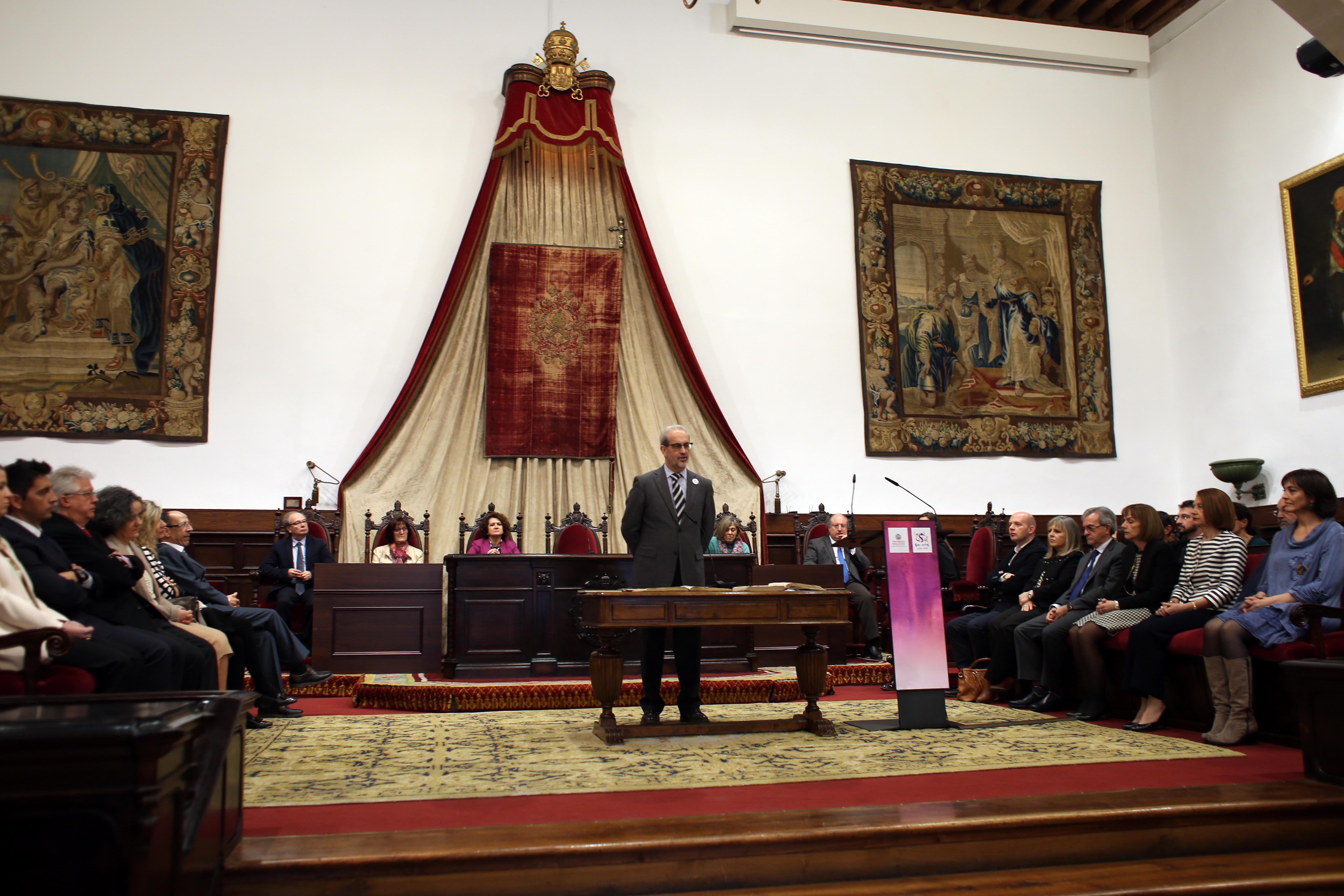 El rector preside la toma de posesión de los nuevos cargos académicos y del personal docente e investigador