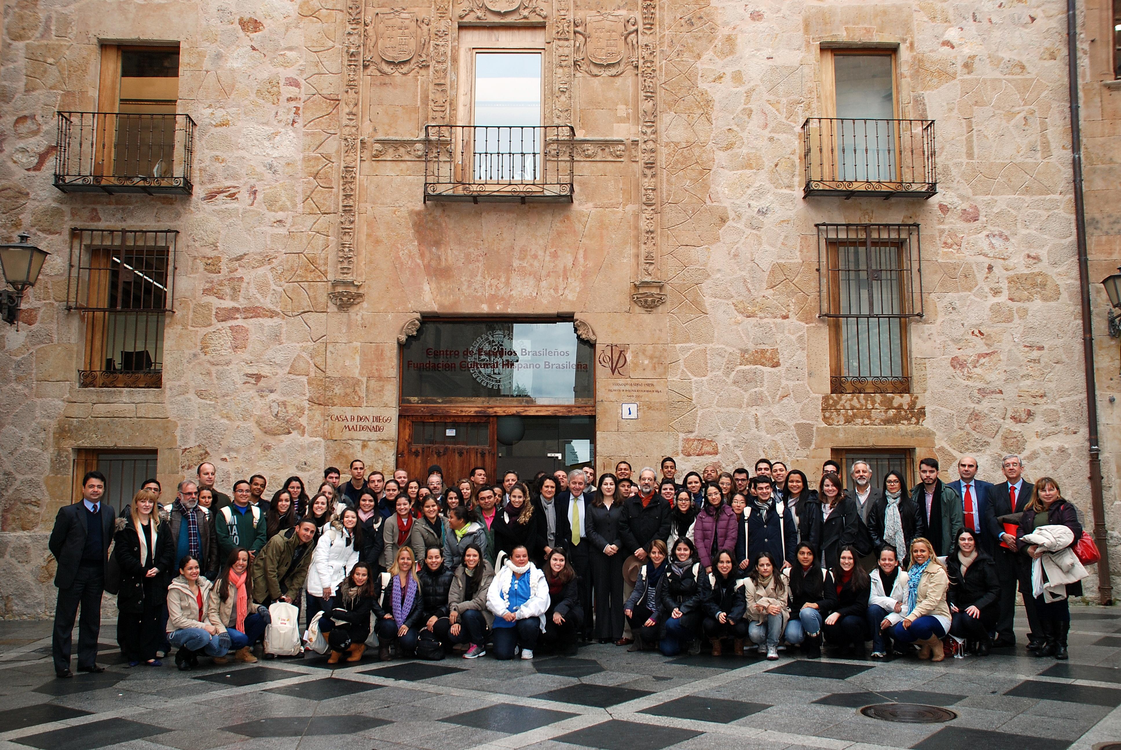El rector recibe al nuevo grupo de estudiantes brasileños participantes del Programa Top España en la Universidad de Salamanca