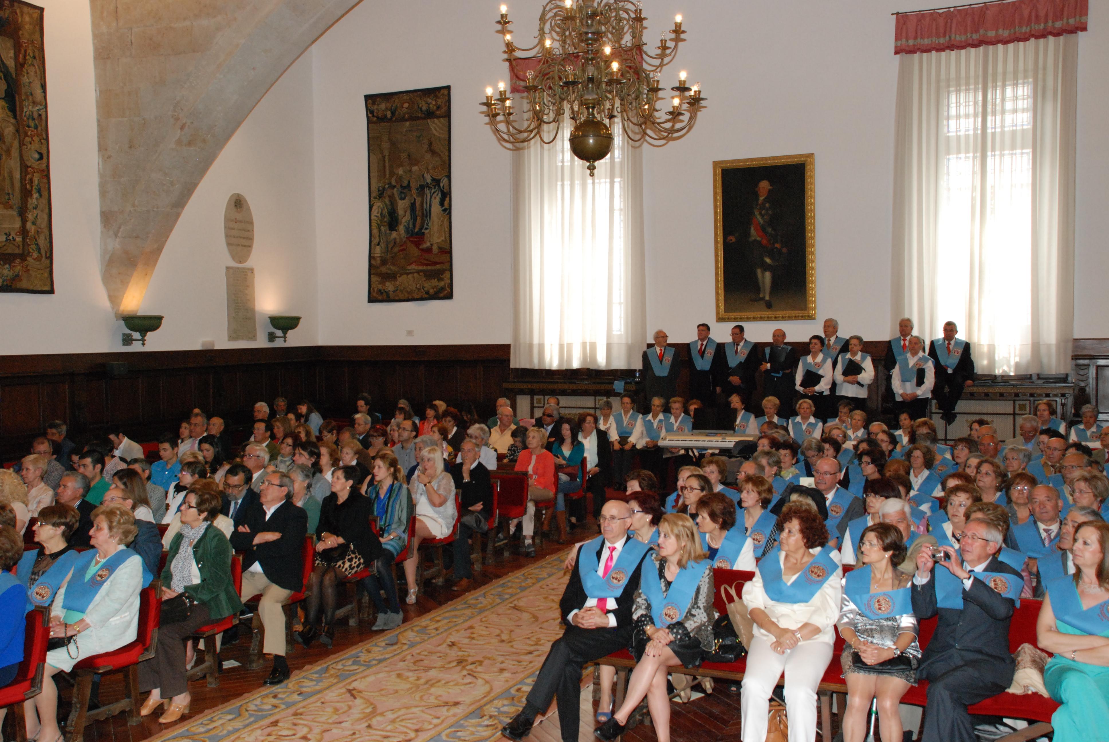 Más de 150 alumnos de la décima promoción de la Universidad de la Experiencia reciben sus becas de graduación