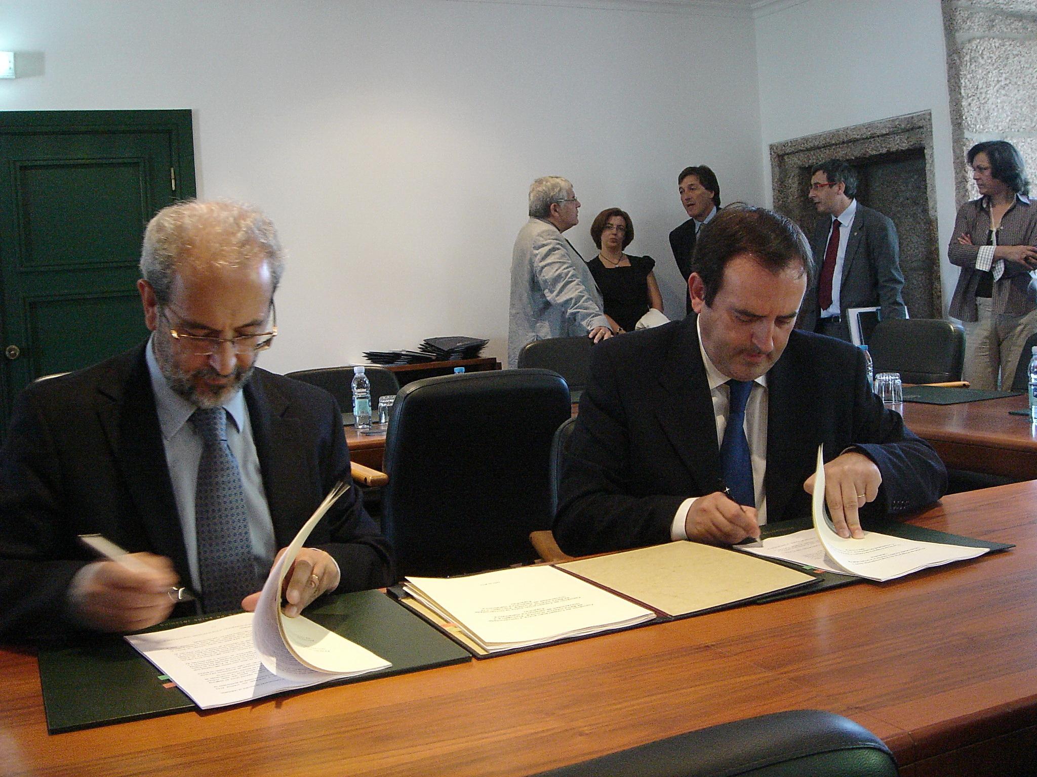 Firma de convenio entre la Universidad de Salamanca y la Universidad de Beira.