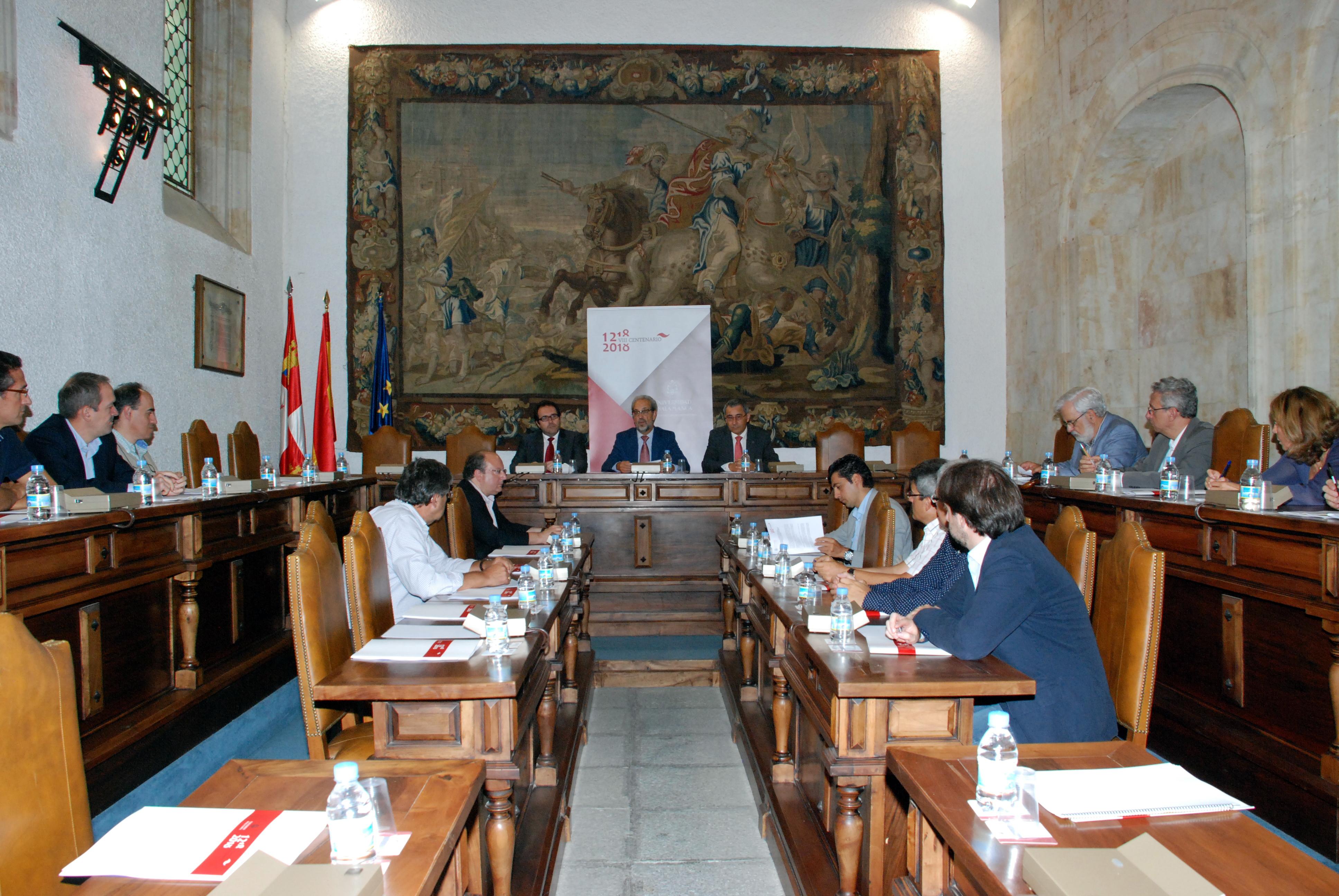 El rector constituye la Comisión Asesora para la Conmemoración del VIII Centenario de la Universidad de Salamanca con el objetivo de impulsar la efeméride
