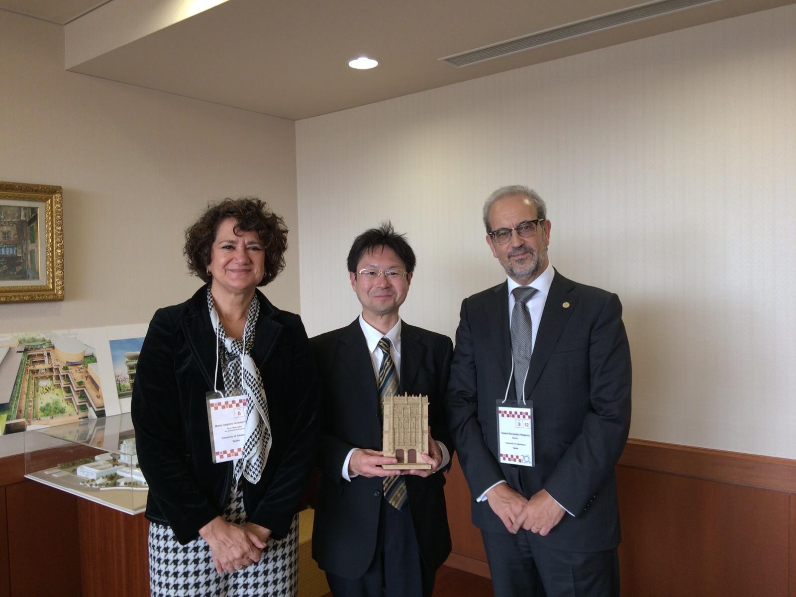 Los emperadores de Japón reciben a la delegación de la Universidad de Salamanca