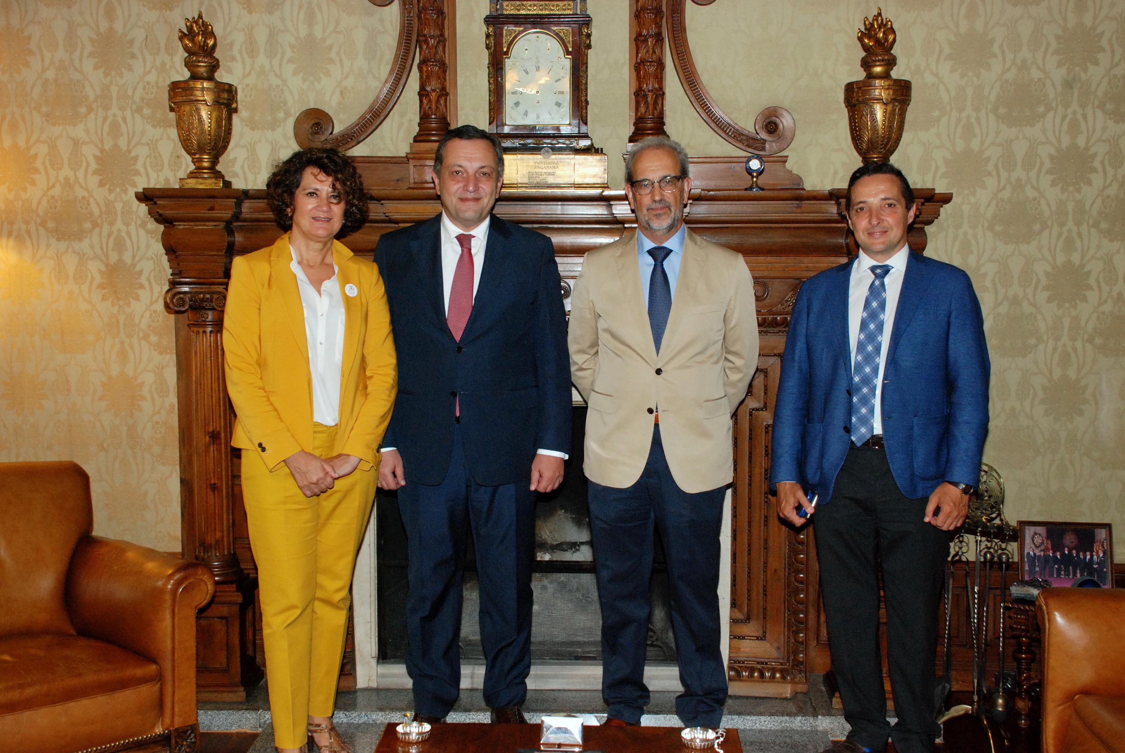 El rector de la Universidad de Salamanca recibe al embajador de la República de Armenia en España