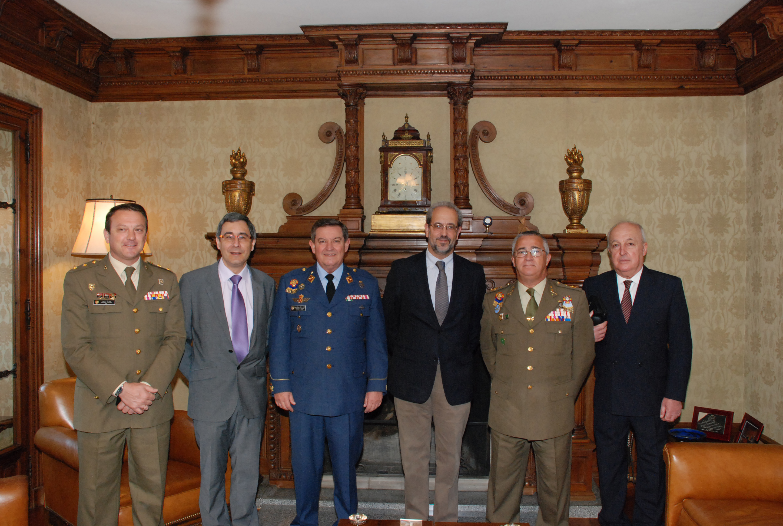 El rector de la Universidad recibe al nuevo director del Centro Superior de Estudios de la Defensa Nacional