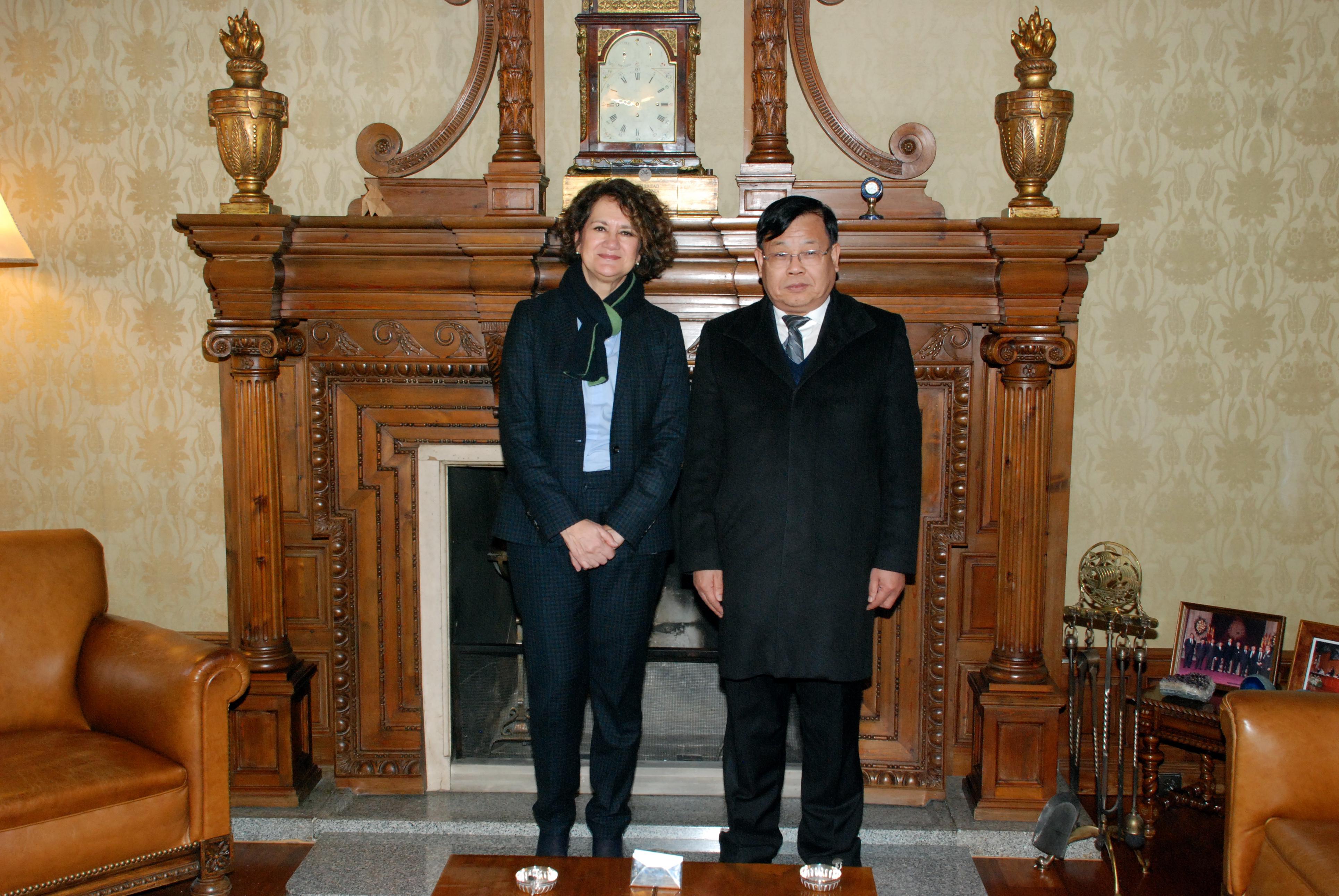 La vicerrectora de Internacionalización recibe a una delegación de la universidad china de Harbin
